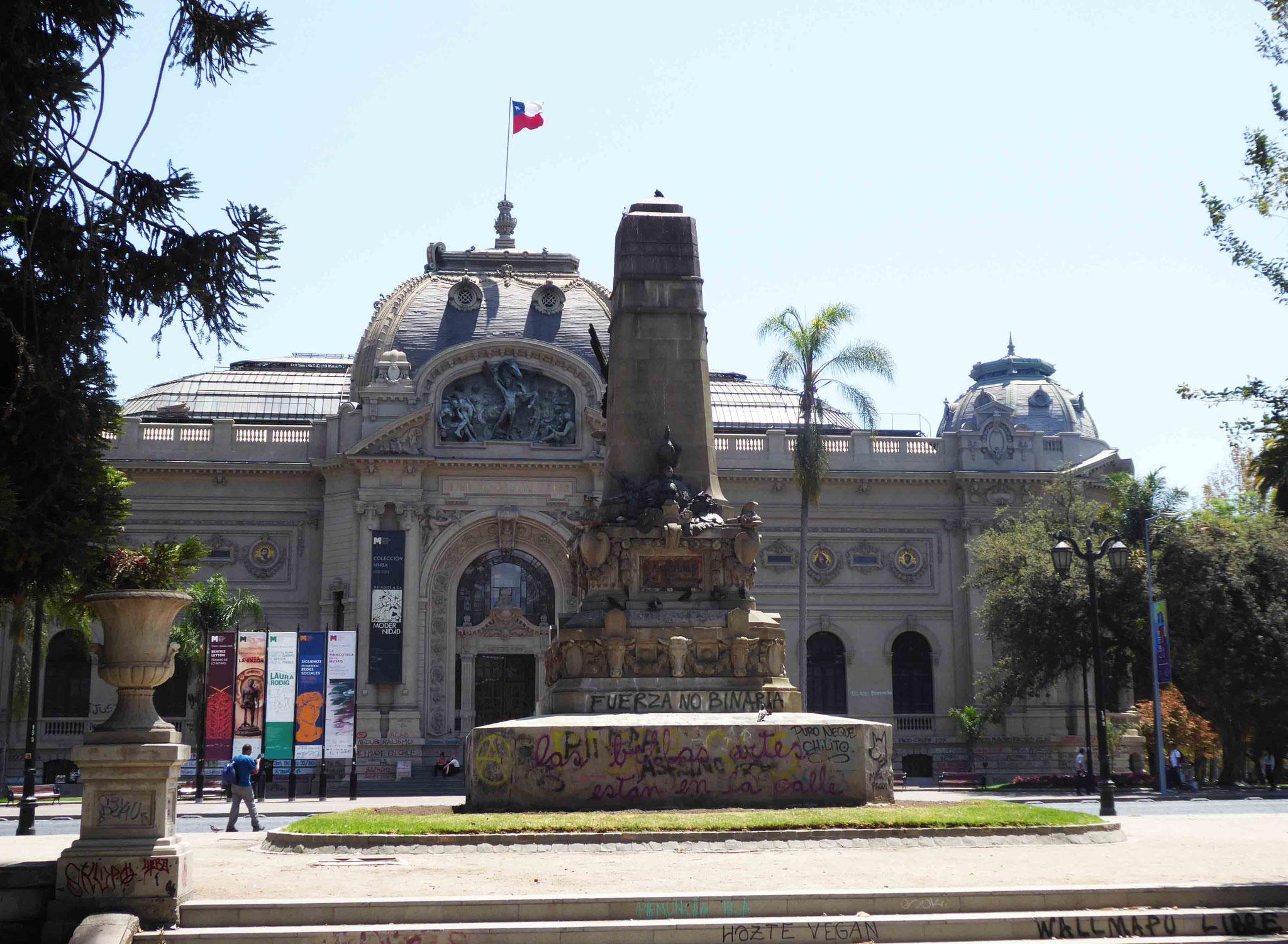 Le musée national des Beaux-Arts a lui aussi subi des souillures extérieures