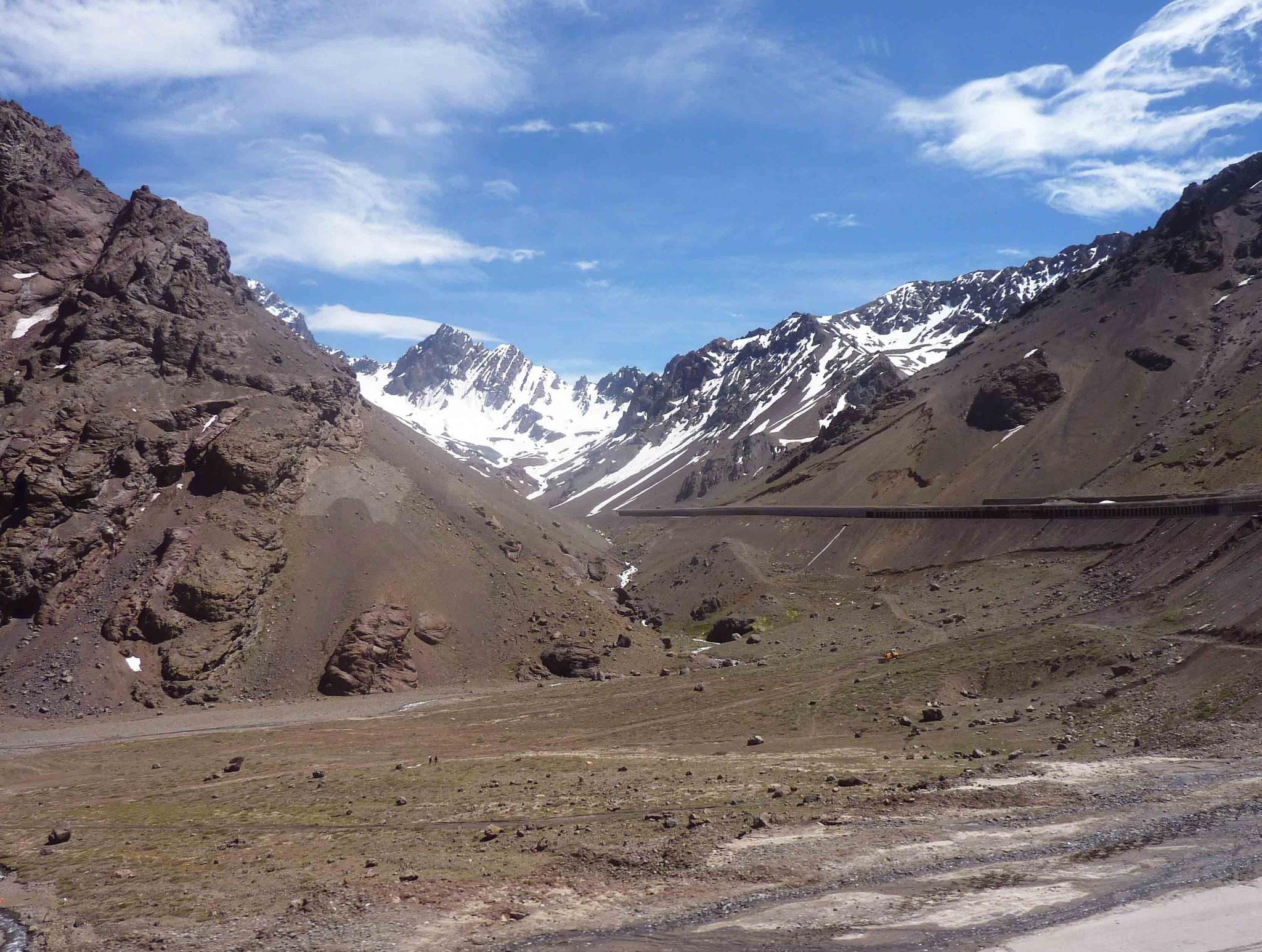 En remontant la ruta San Martin vers Las Cuevas et la frontière avec le Chili