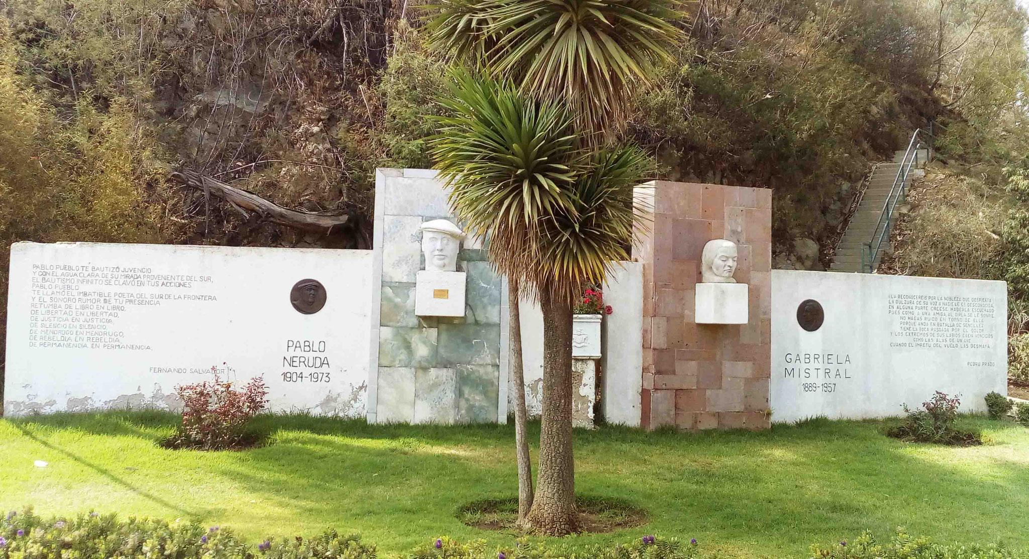 Hommage à P. Neruda et G. Mistral à l'entrée du parc Quinta Vergara