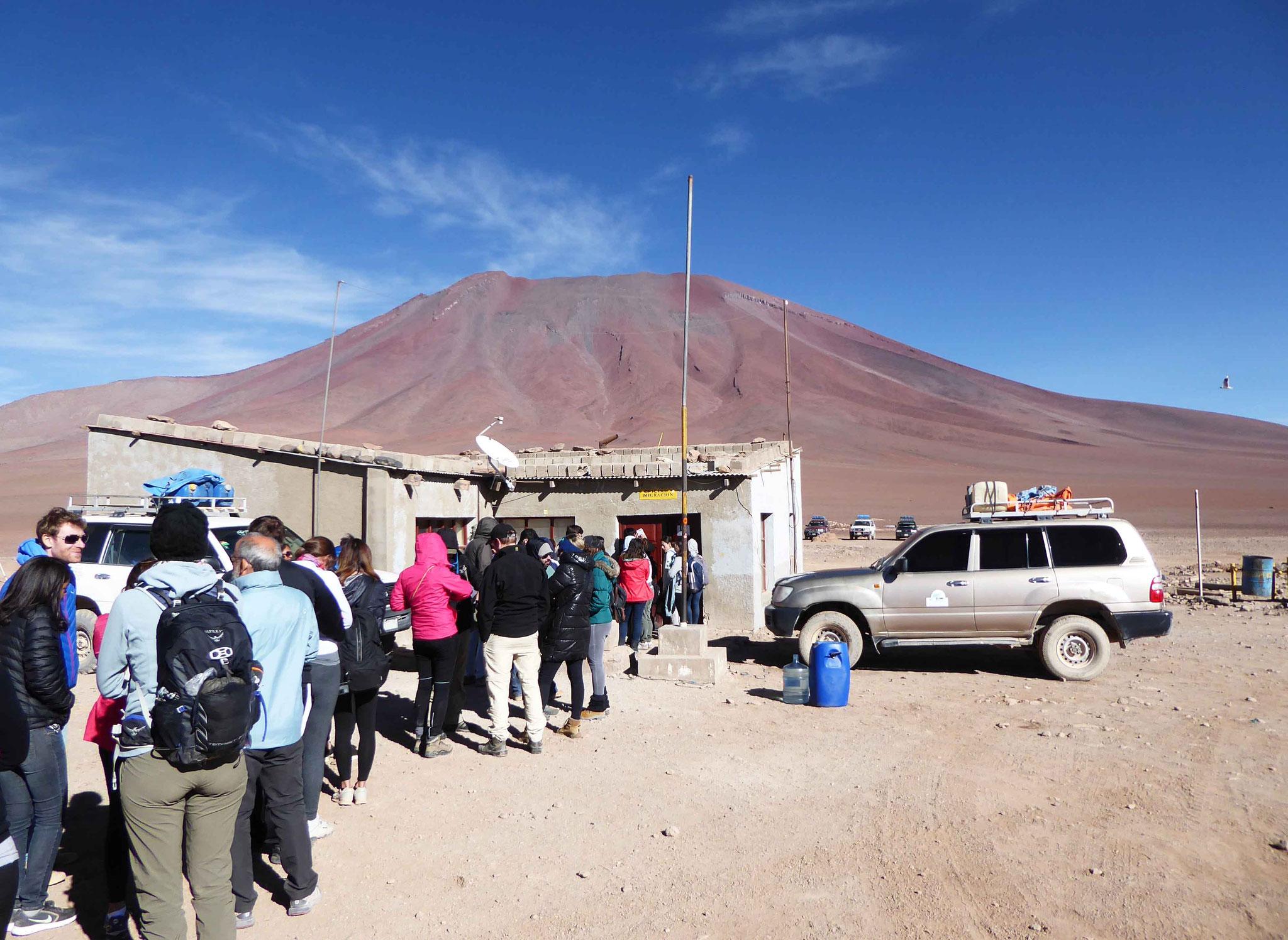 File d'attente à la douane avant d'entrer en Bolivie
