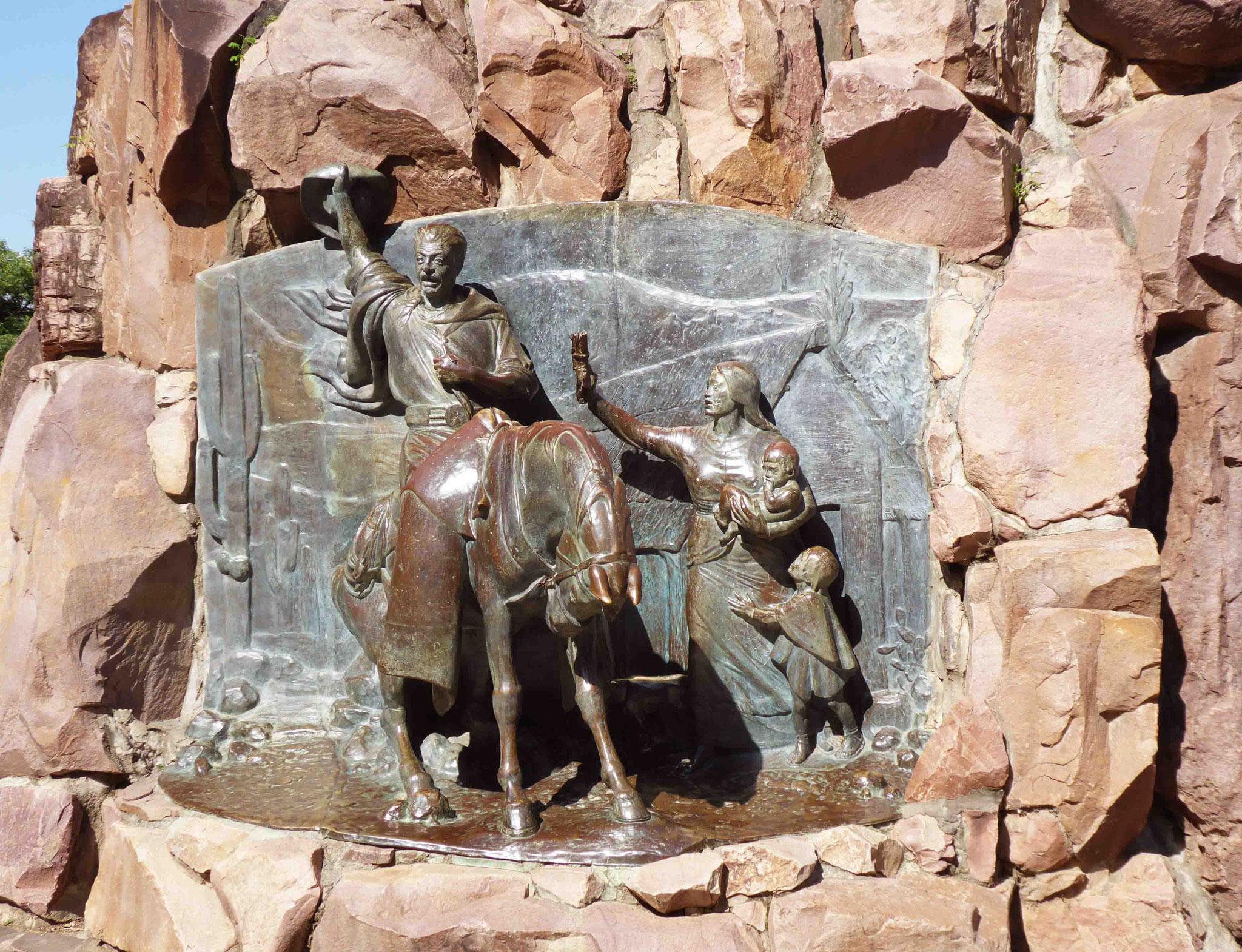 Statue et haut-relief, détails du monument dédié au Général Martín Miguel de Güemes (voir aussi périple 2015)