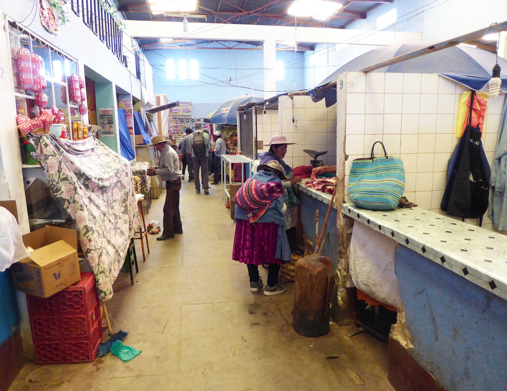 Le marché typique et ses chalands non moins originaux...