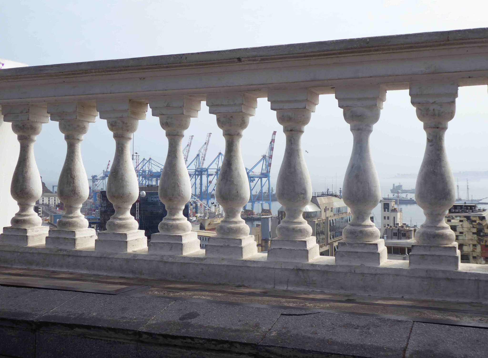 Le port de Valparaiso vu depuis le Musée municipal des Beaux-Arts le Palacio Baburizza