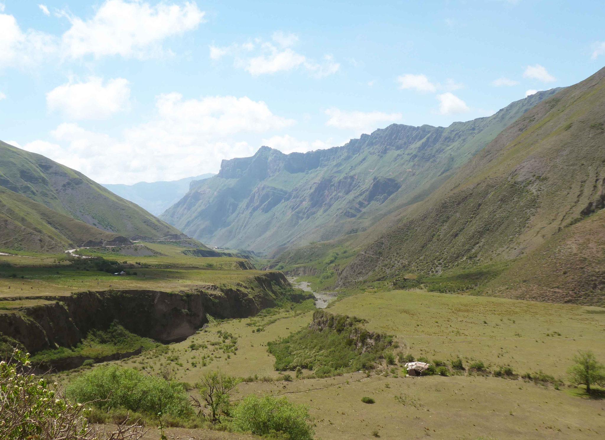Longue descente vers Salta par la verte Quebrada del Escoipe