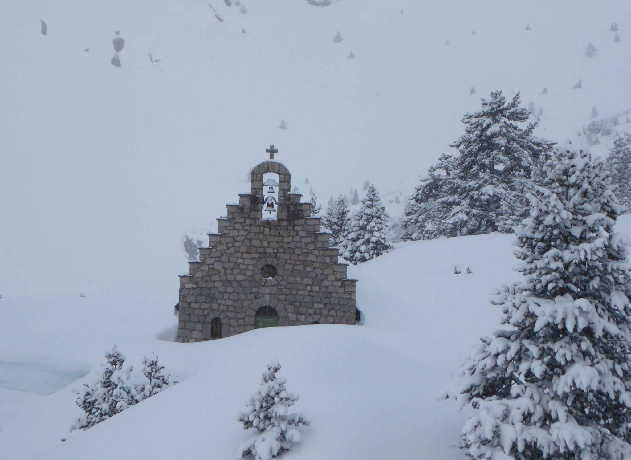 La petite chapelle de Wallon, tôt le matin