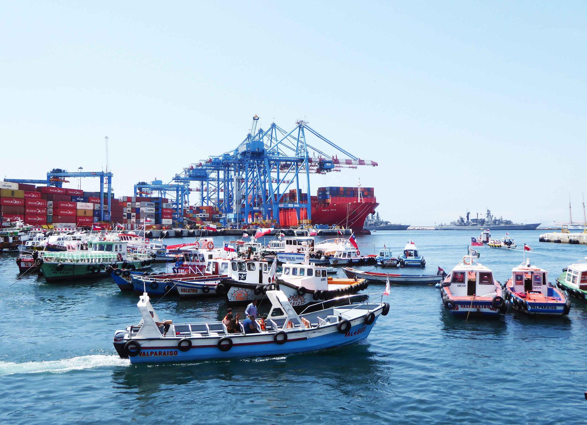 Vue de la flotte maritime depuis les quais portuaires