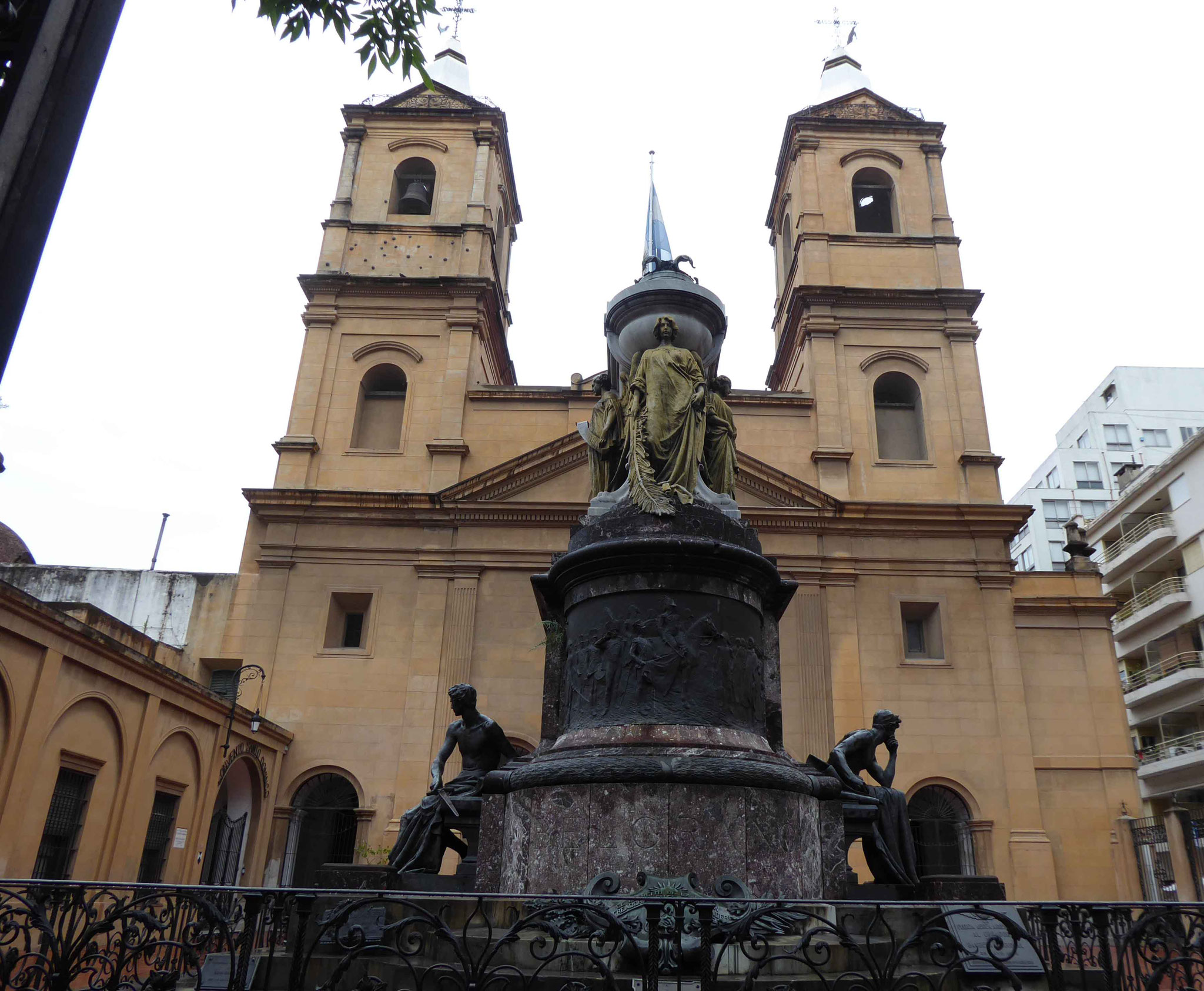 Magnifique église de San Pedro Telmo dans la rue Humberto