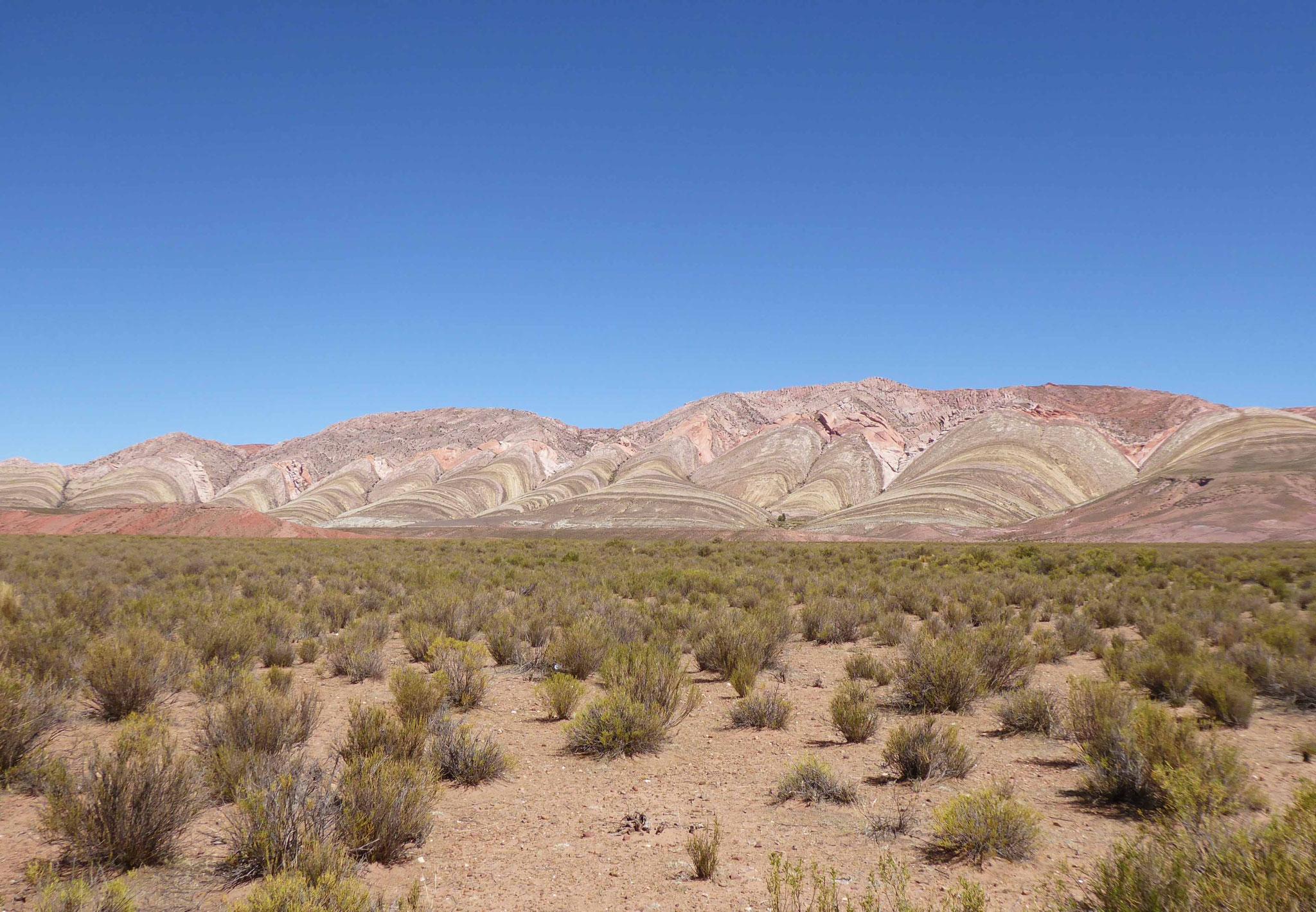 Les montagnes colorées d'Abra Pampa, de là partent les eaux du rio Grande