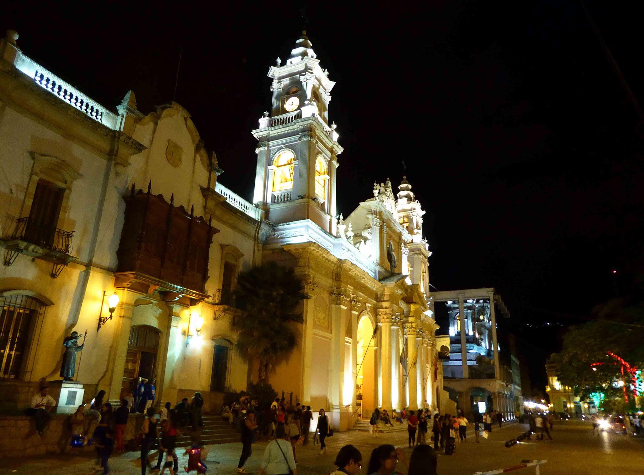 Cathédrale de Salta (XIXe siècle) sous les éclairages de Noël
