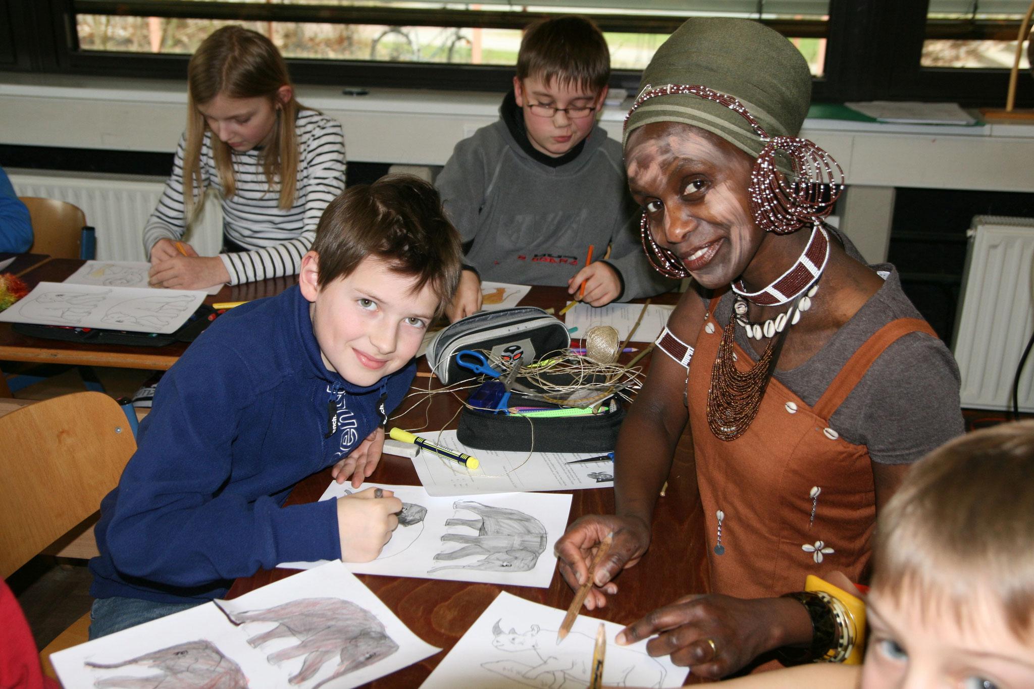 Helen vermittelt in der Kenia-AG Wissenswertes über ihre Heimat