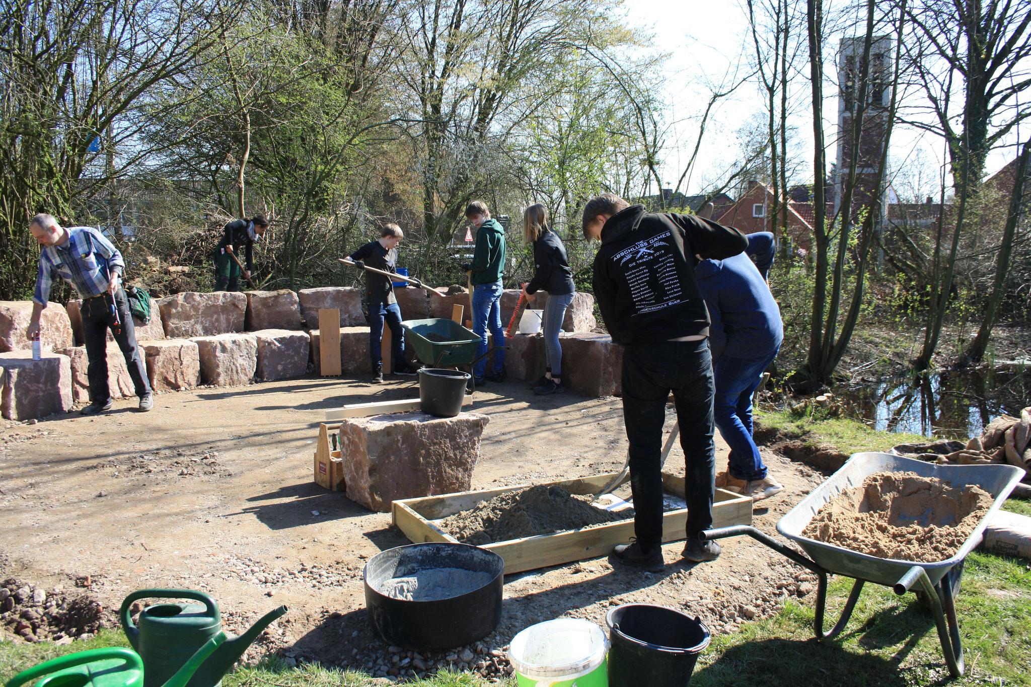 Bauarbeiten mit Oberschülern