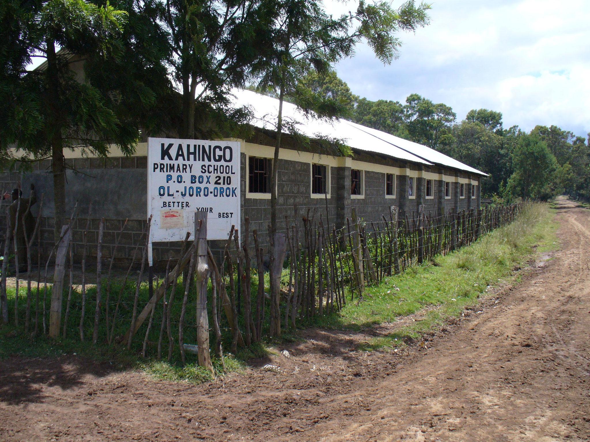Die neue Kahingo-School von der 'Straßenseite'