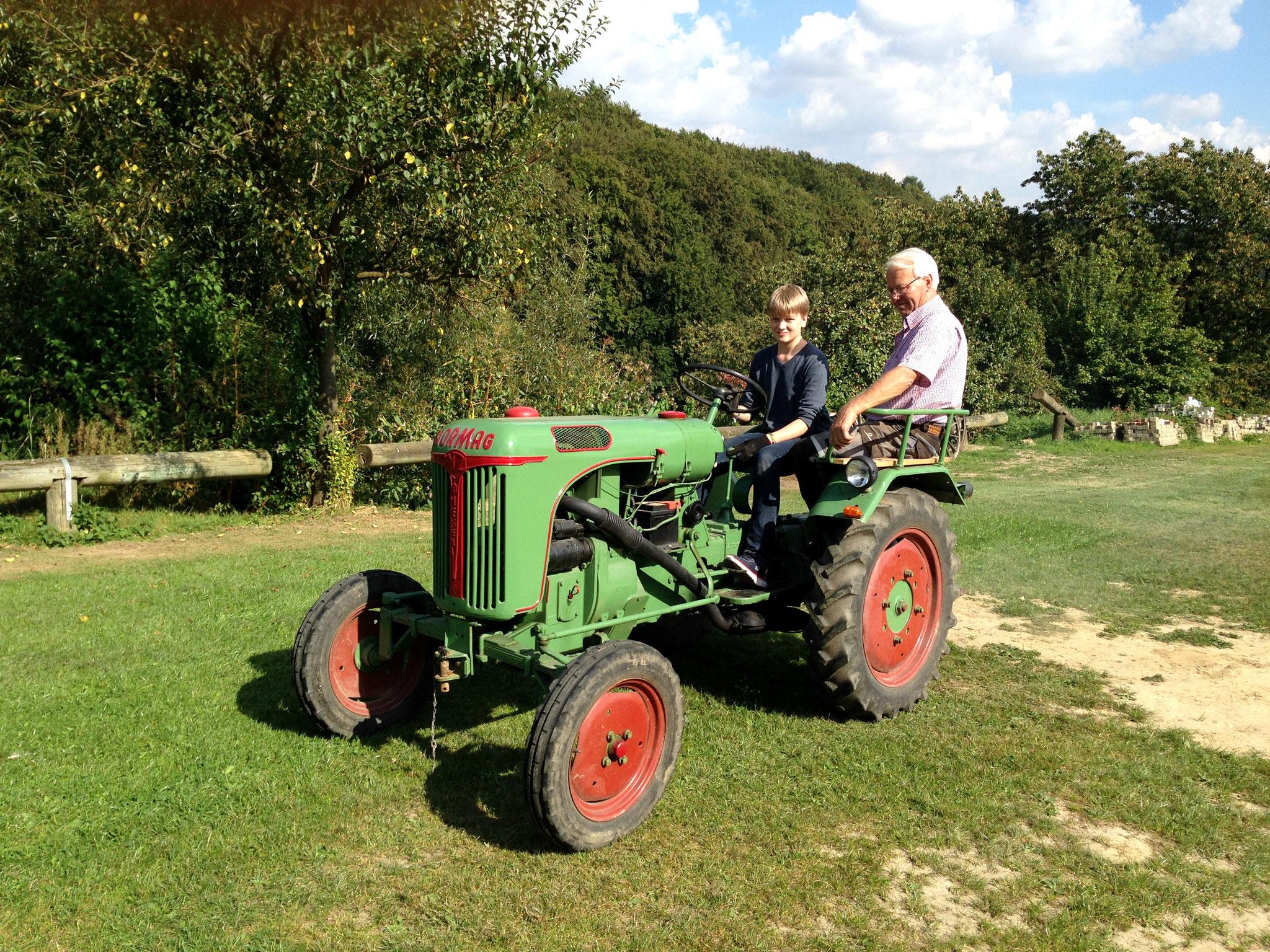 """AG """"Landmaschinen"""" mit dem Traktorenverein Meesdorf"""