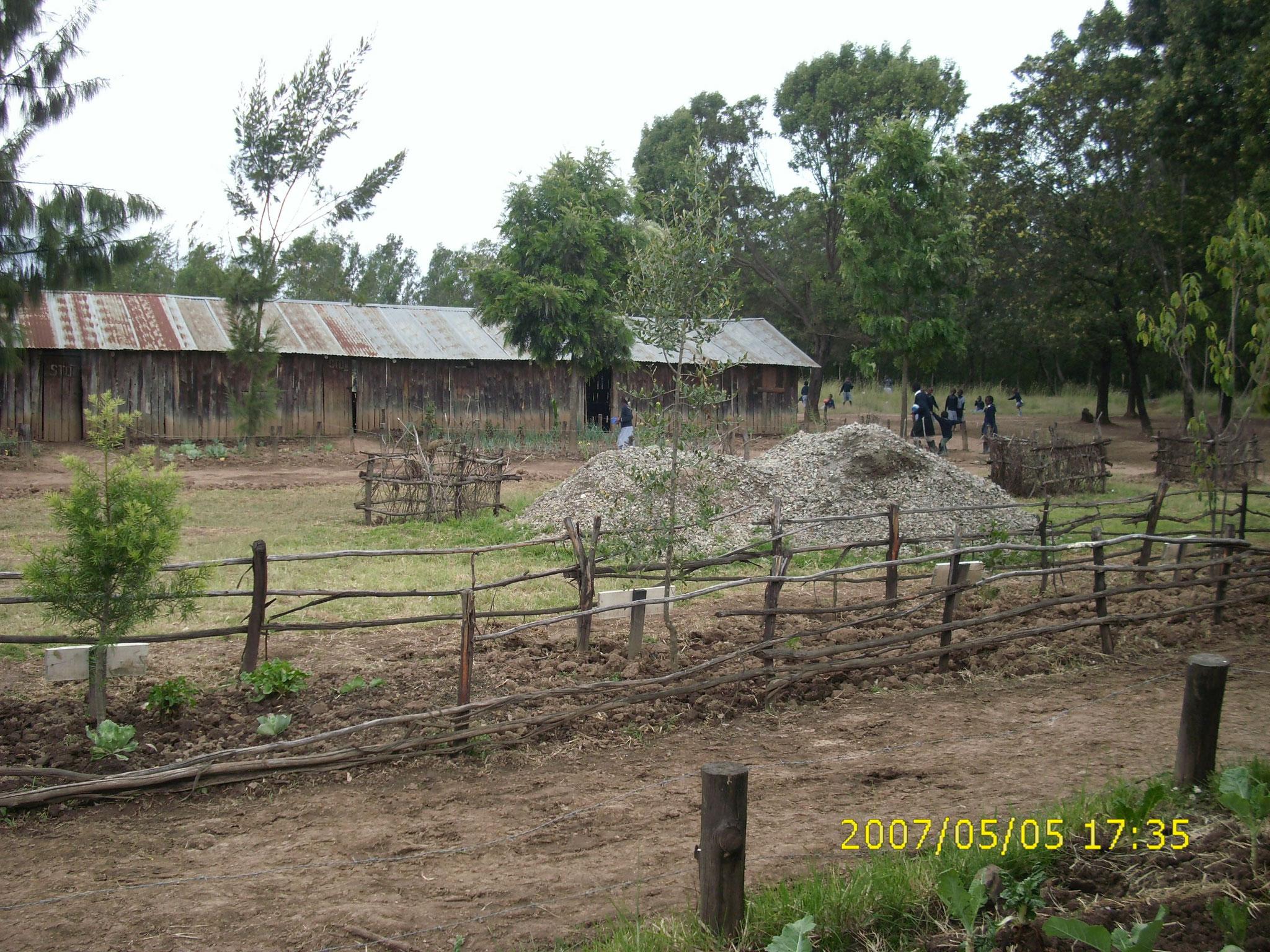 Die alte Kahingo School gegenüber vom Neubau