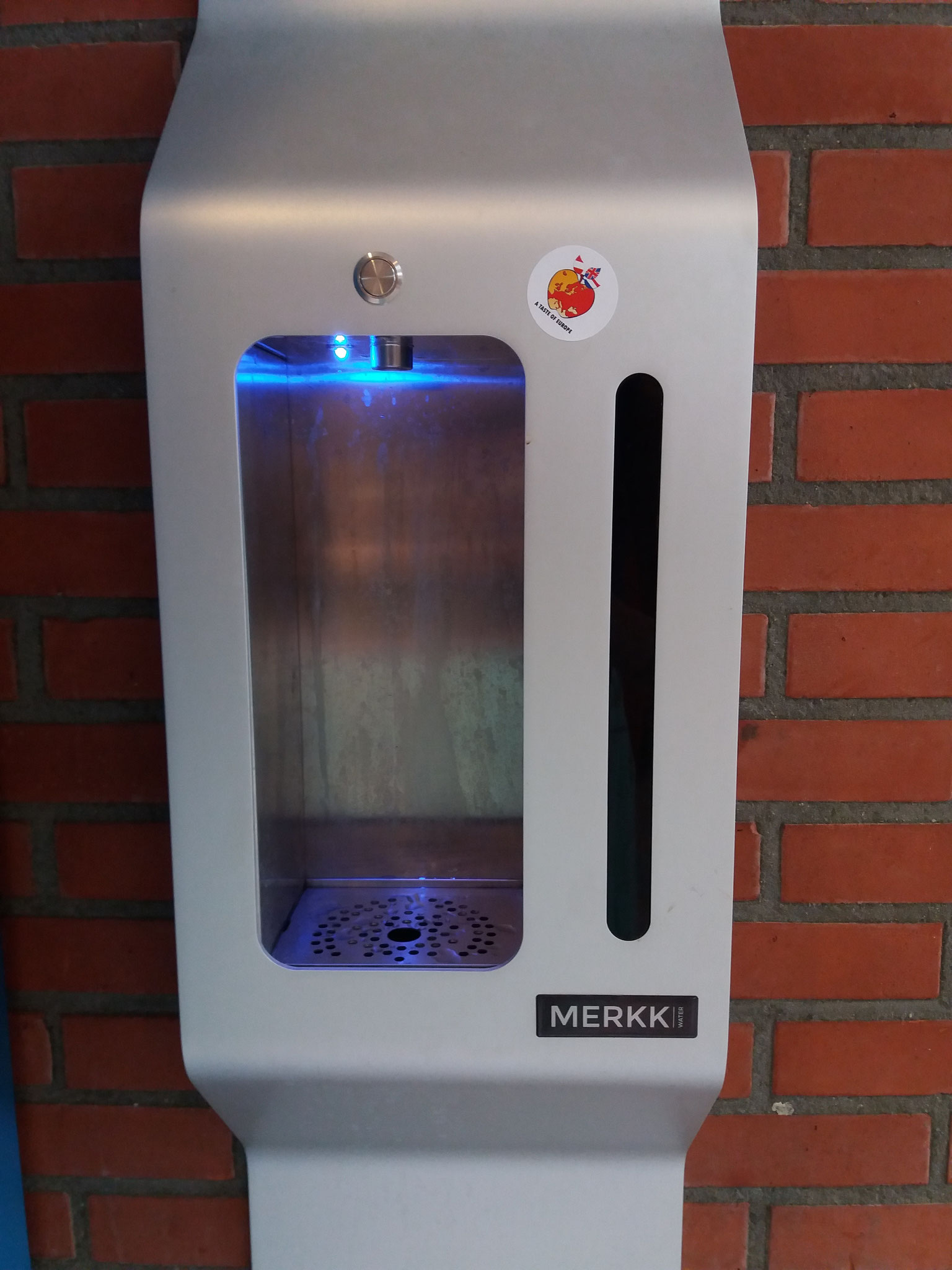 Tap water dispenser at Regius College Schagen