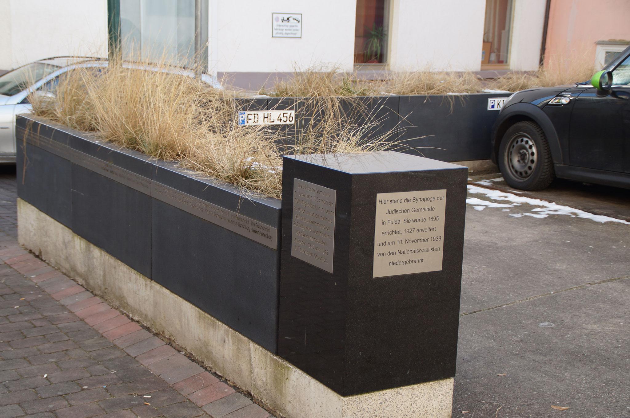 Gedenkstein am Platz der zerstörten Synagoge