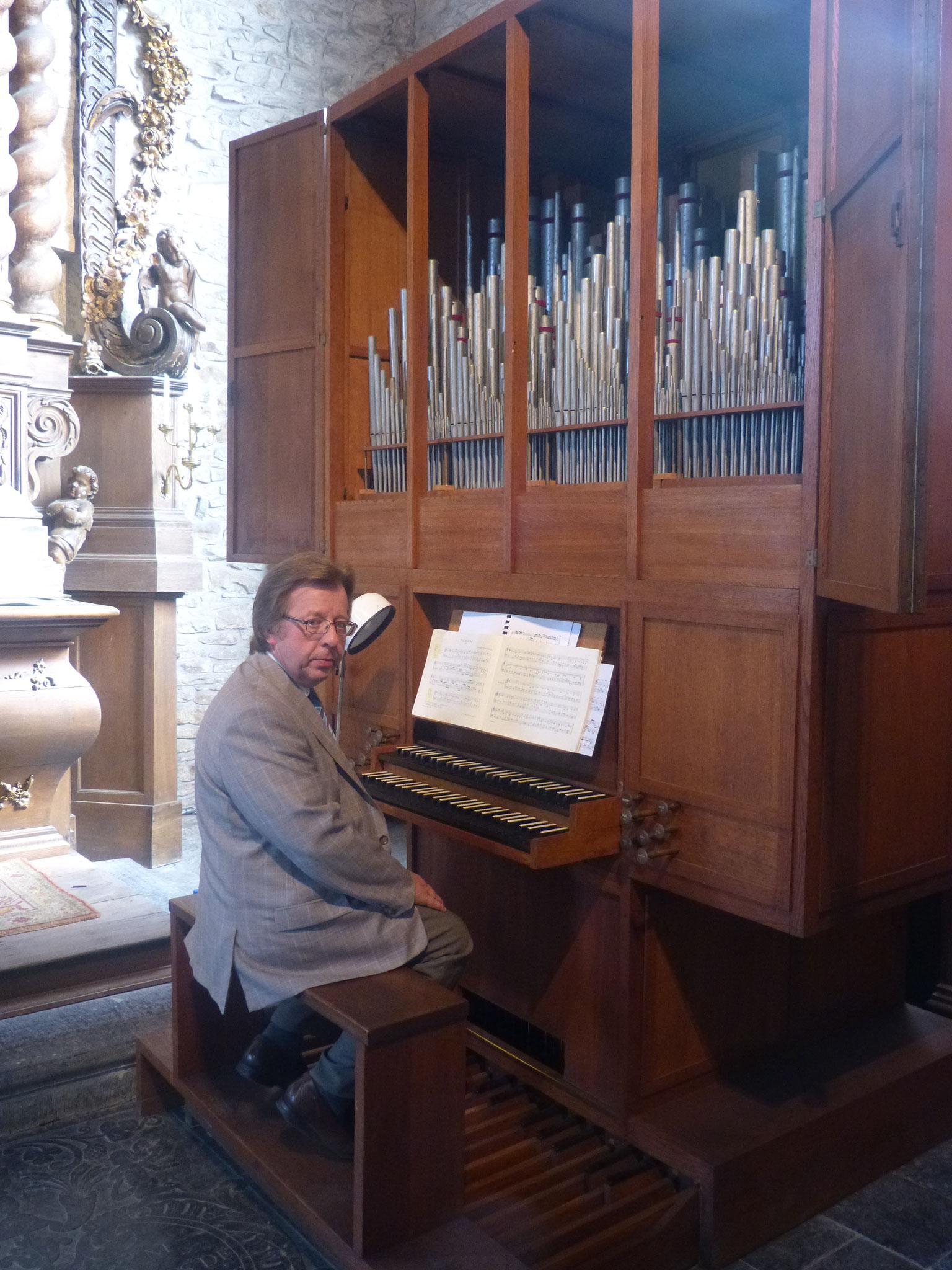A la console de l'orgue de l'église de N-D de Louvignies (Soignies). Récital donné le 11 septembre 2016.