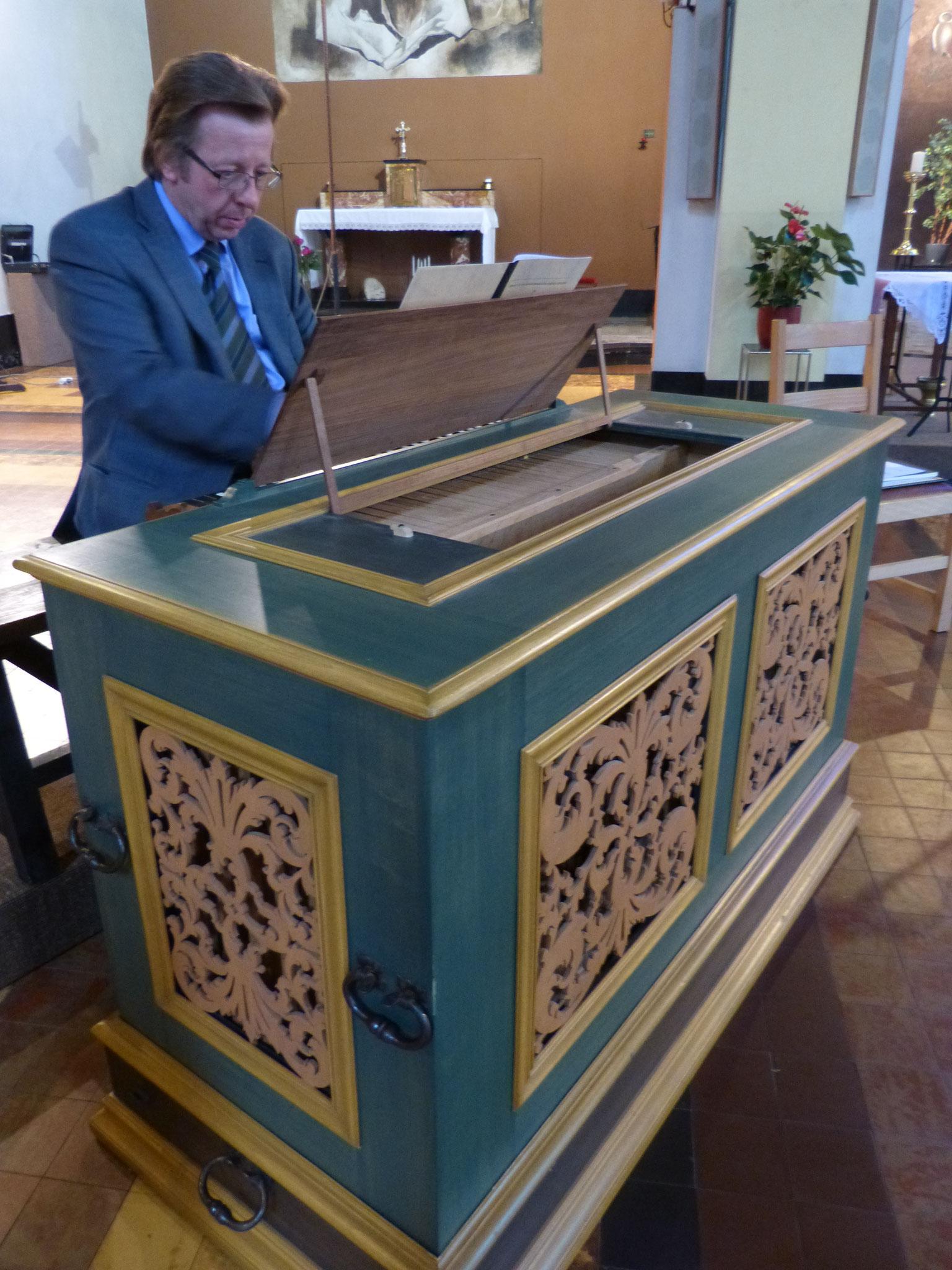 """A l'orgue Positif de la manufacture """"Thomas"""". Concert donné le 01 juin 2014."""