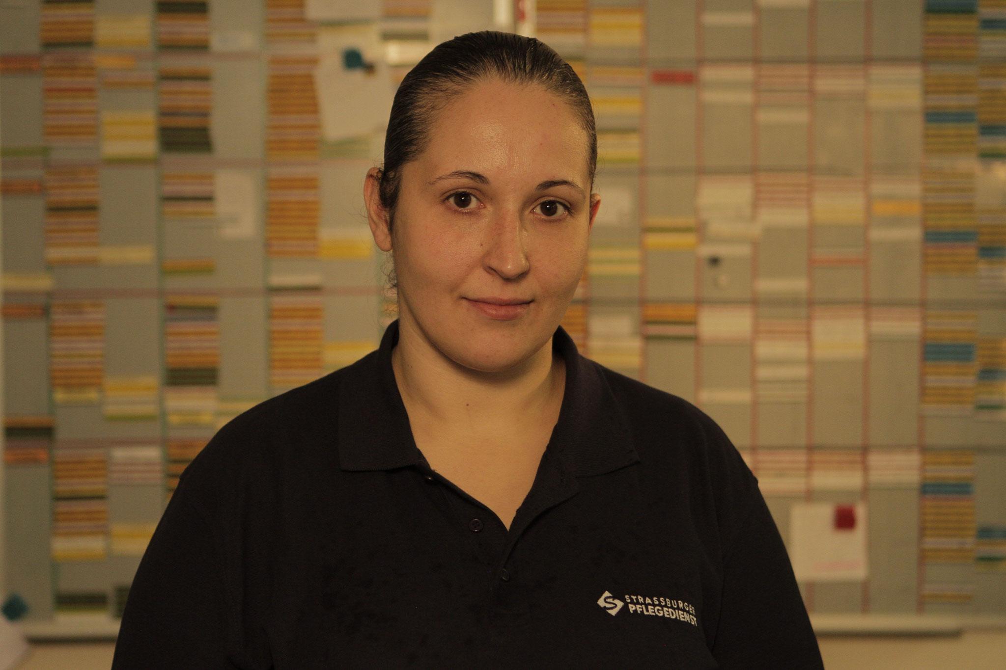 Azize Kaya, Krankenpflegehelferin