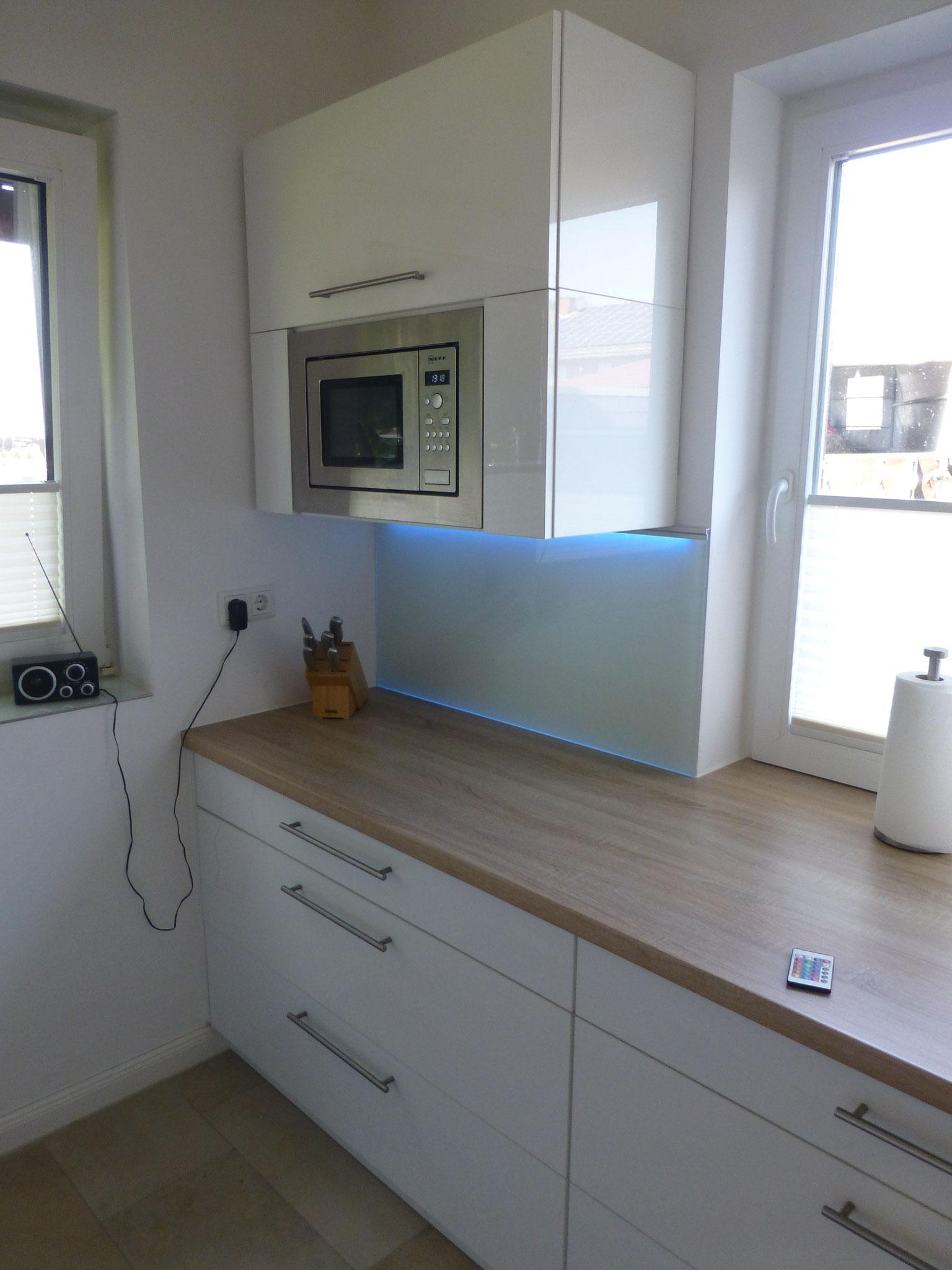 Glas-Küchenspiegel mit farbiger Hinterleuchtung