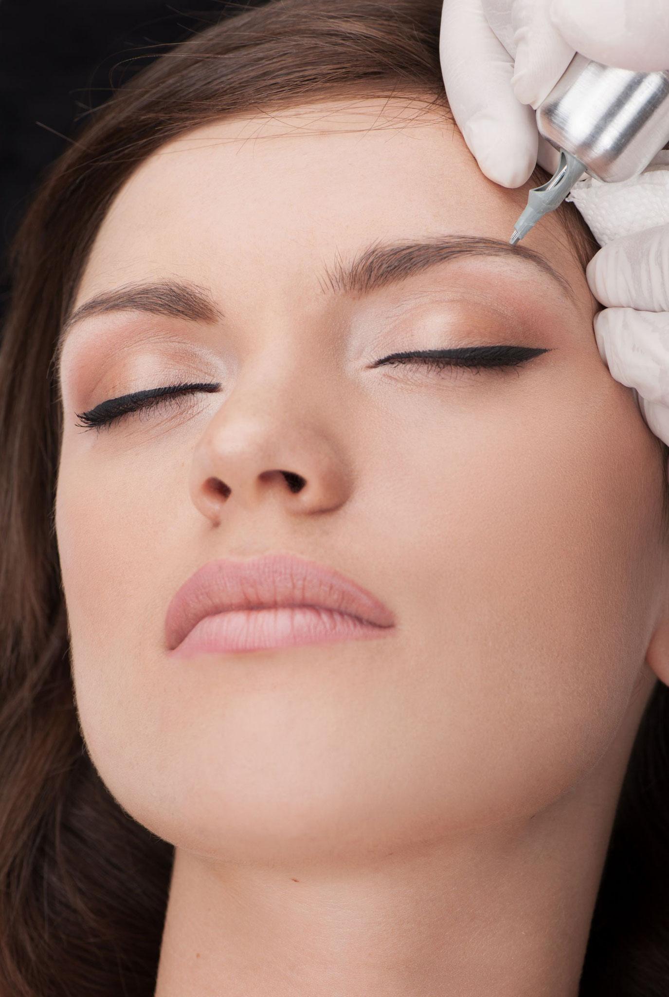 Permanent Make-Up - Schattierung der Augenbrauen
