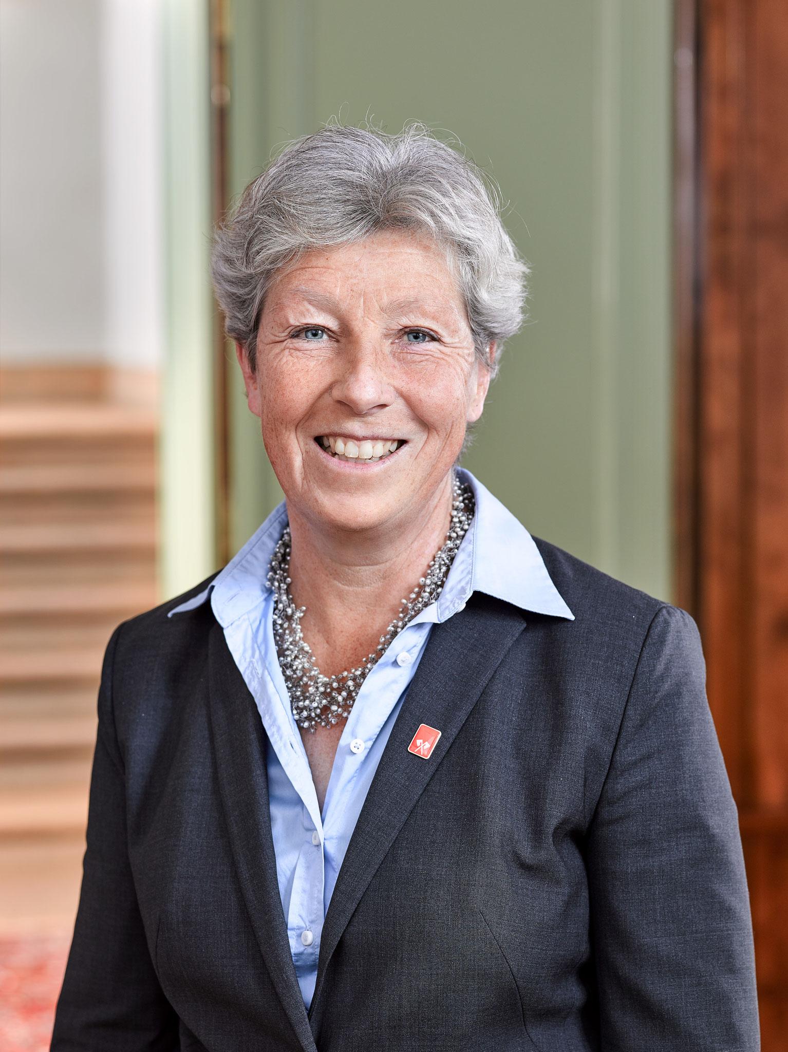 Barbara Schwickert, Conseillère municipale Bienne : les adolescentes et les jeunes femmes ont besoin de protection contre les violences psychiques, physique et sexuelles – c'est pourquoi je soutien l'Association MädchenHouse desFilles