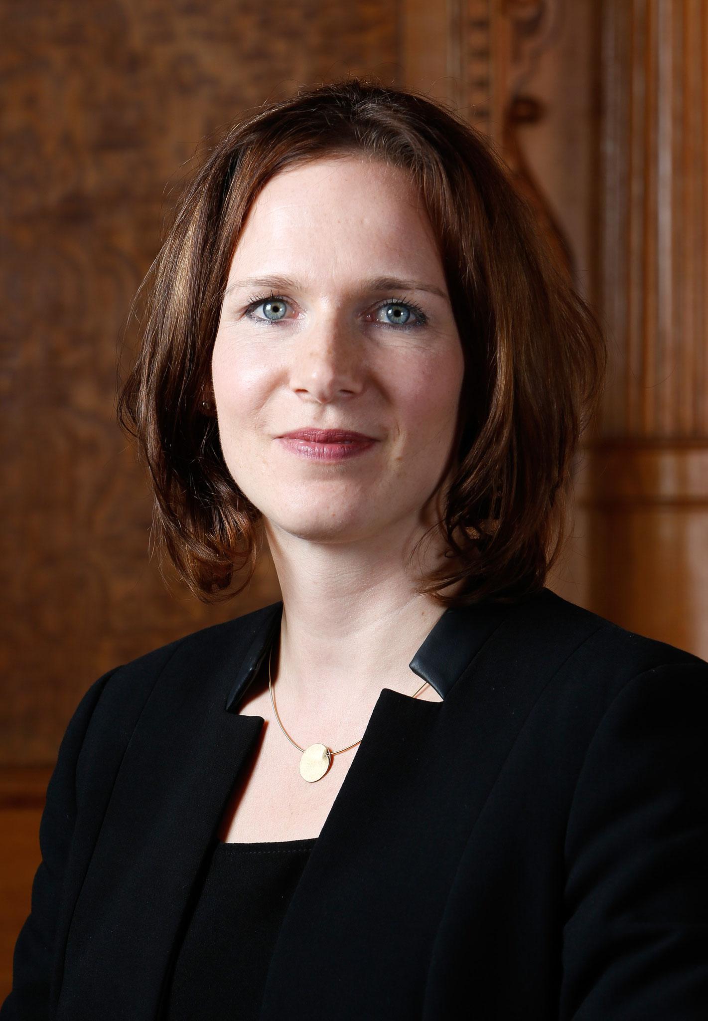 Evi Allemann, Conseillère nationale PS : la MädchenHouse desFilles sera  potentiellement un phare pour la prévention et le soutien des adolescentes et des jeunes femmes. C'est pourquoi je soutiens le projet