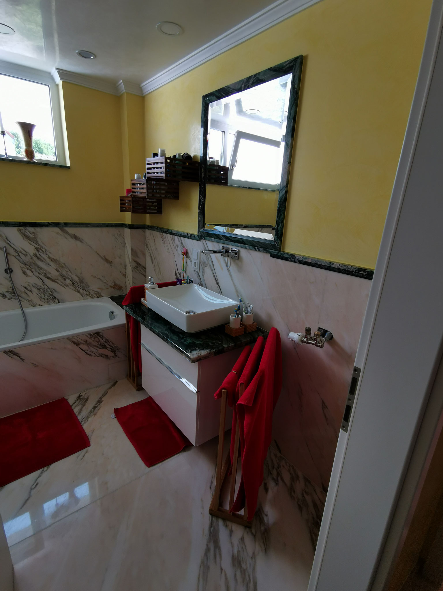 Badezimmer in Estremoz Extra und Verde Lapponia