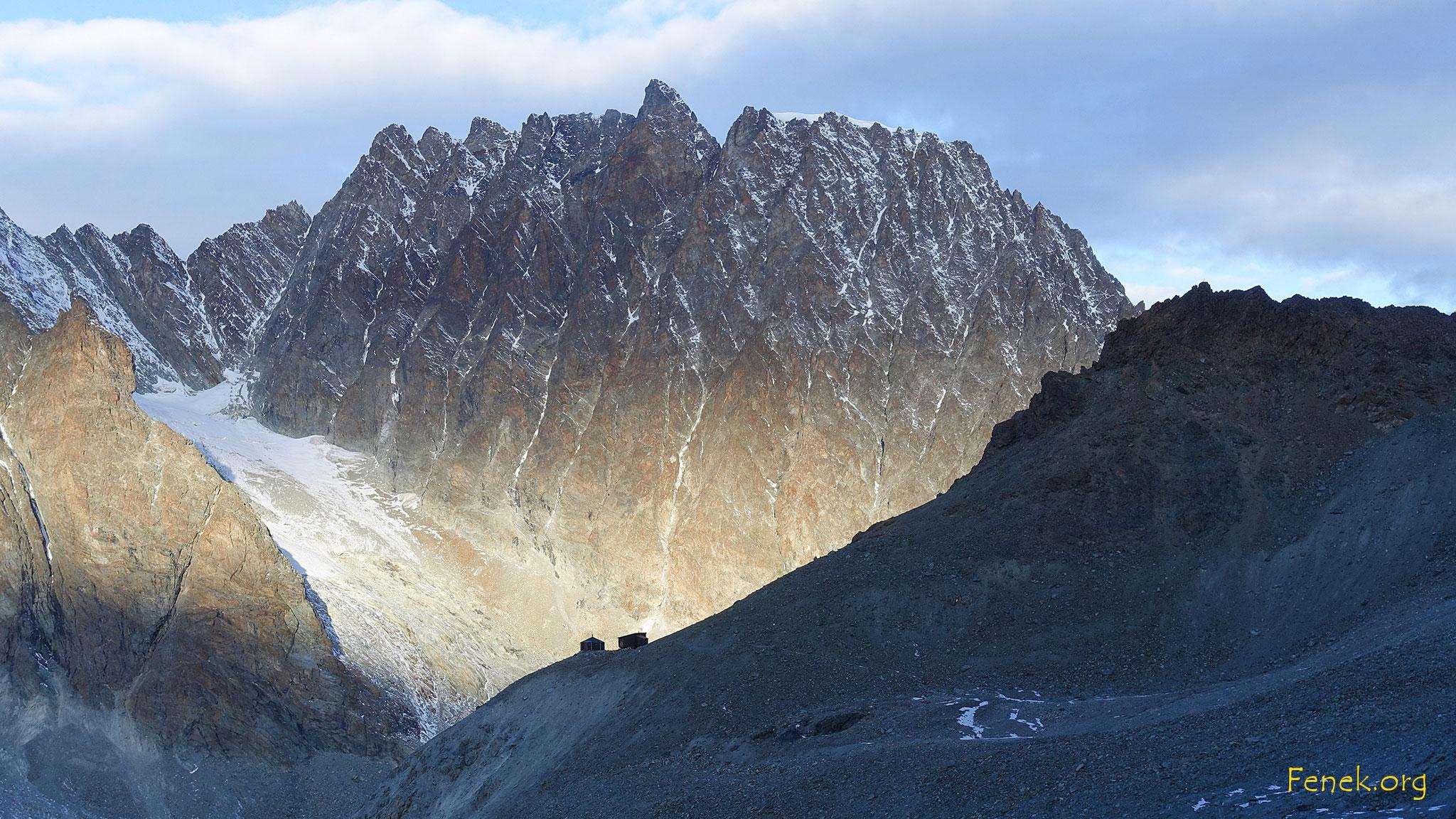 erste Sonnenstrahlen am Mont Collon