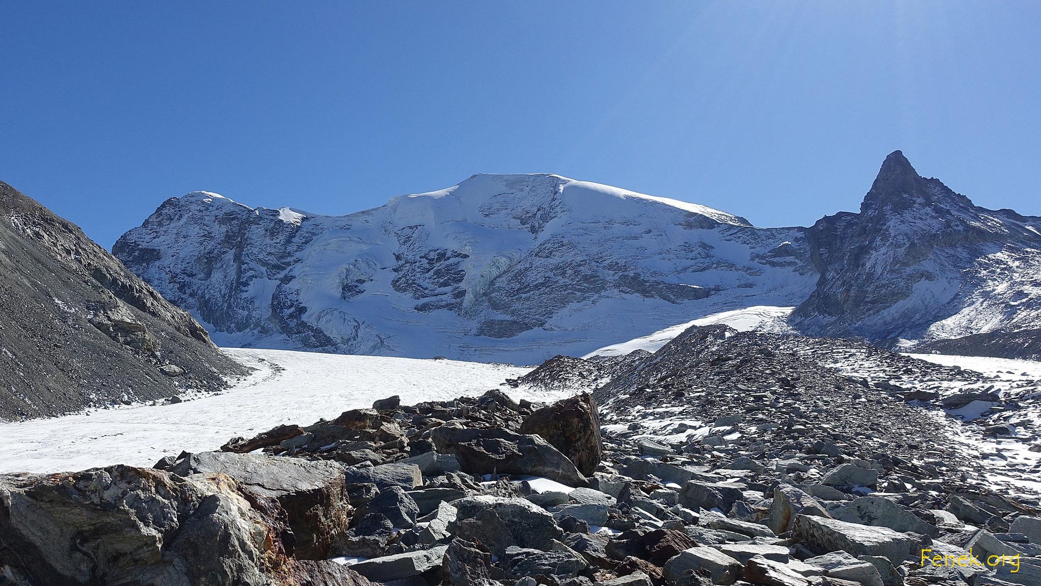 Haut Glacier d'Arolla - hinten der lange Mont Brulé