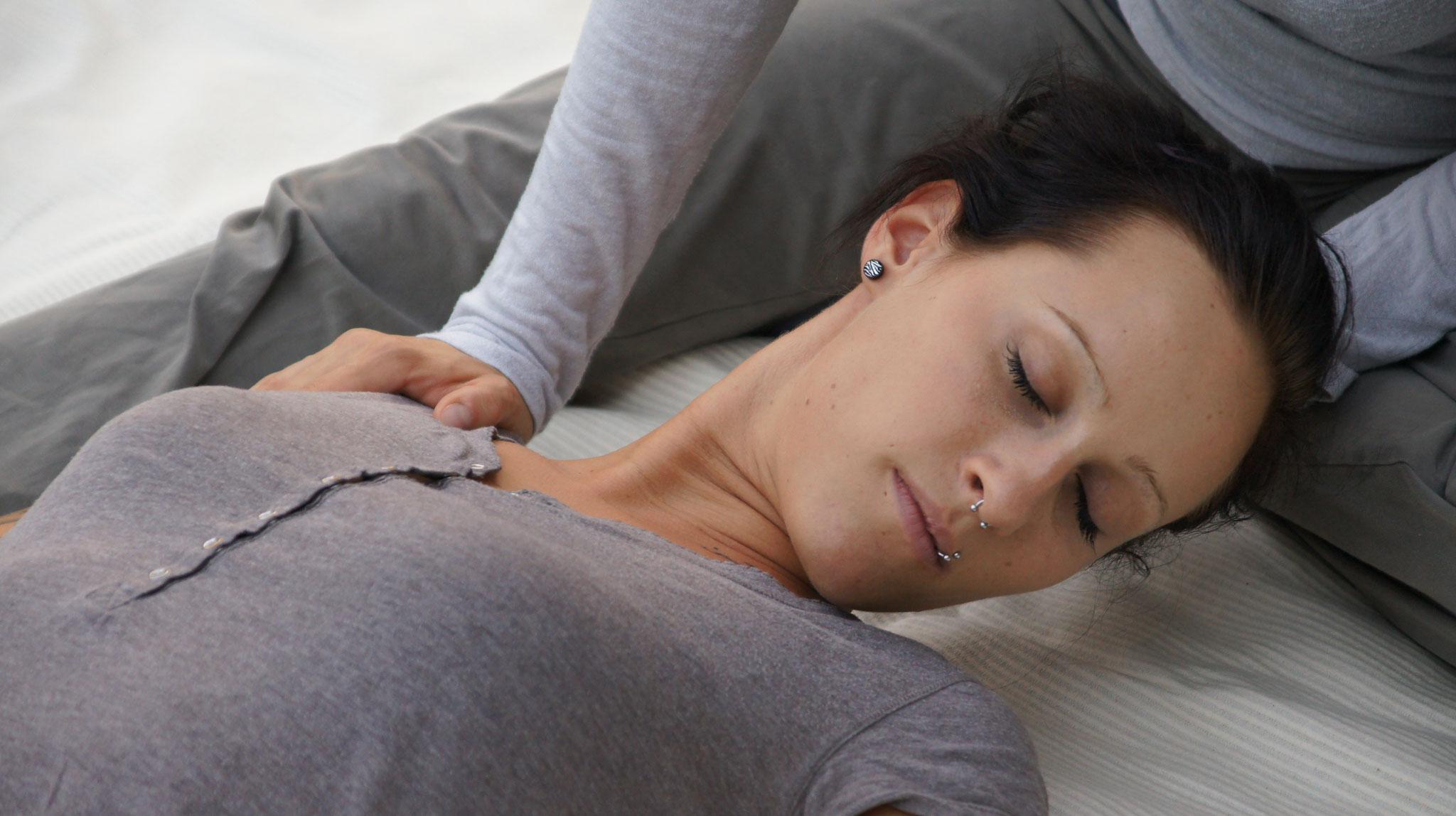 Dehnen des Schulter-Nacken-Bereiches