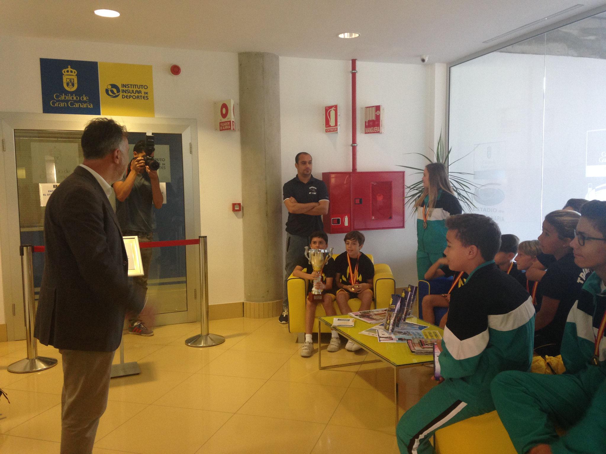 D. Ángel Víctor Torres se dirige a nuestros deportistas.