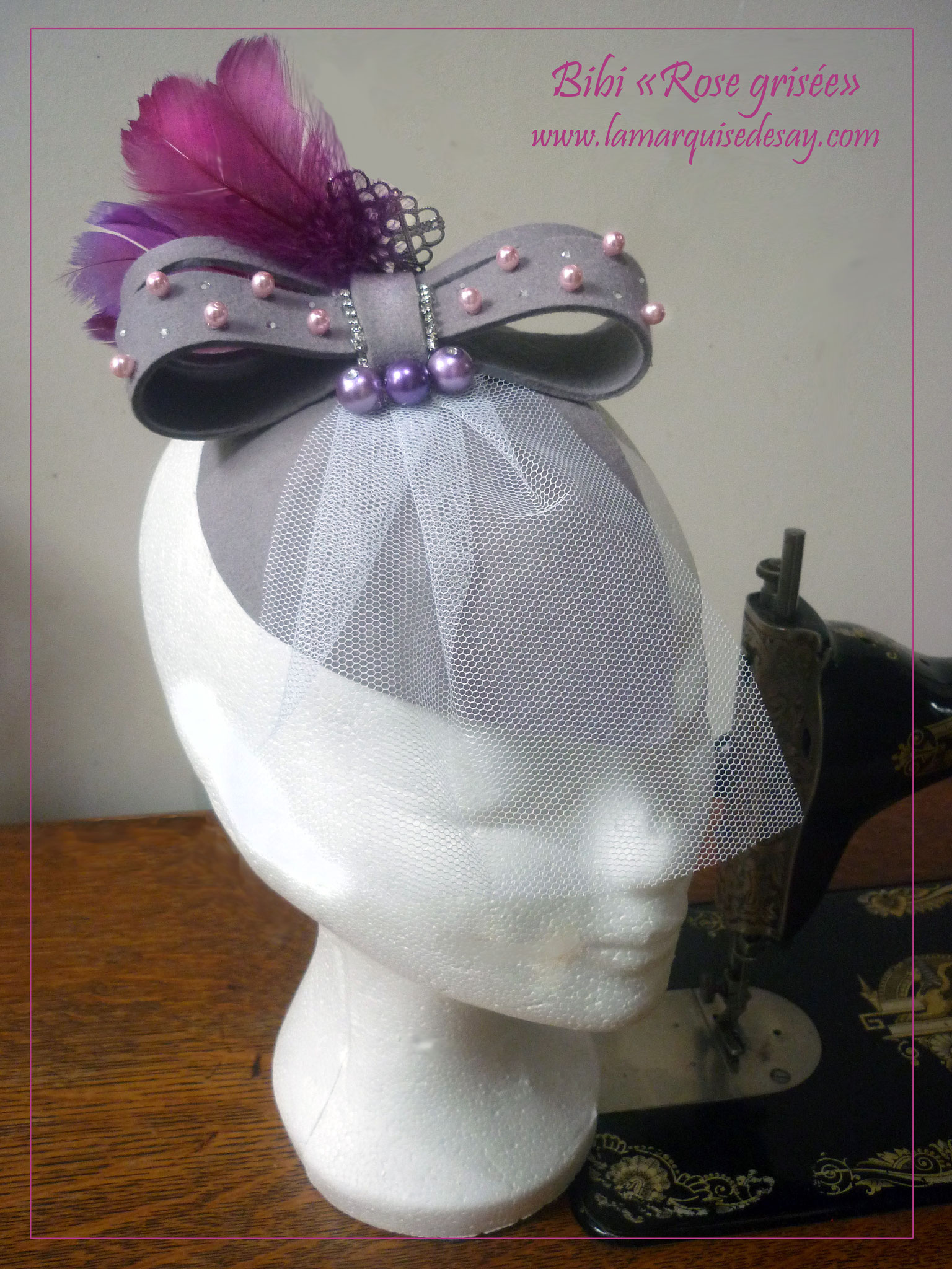 Bibi fascinator Rose grisée - Feutre gris moulé, strass, plumes, perles - Demande sur-mesure