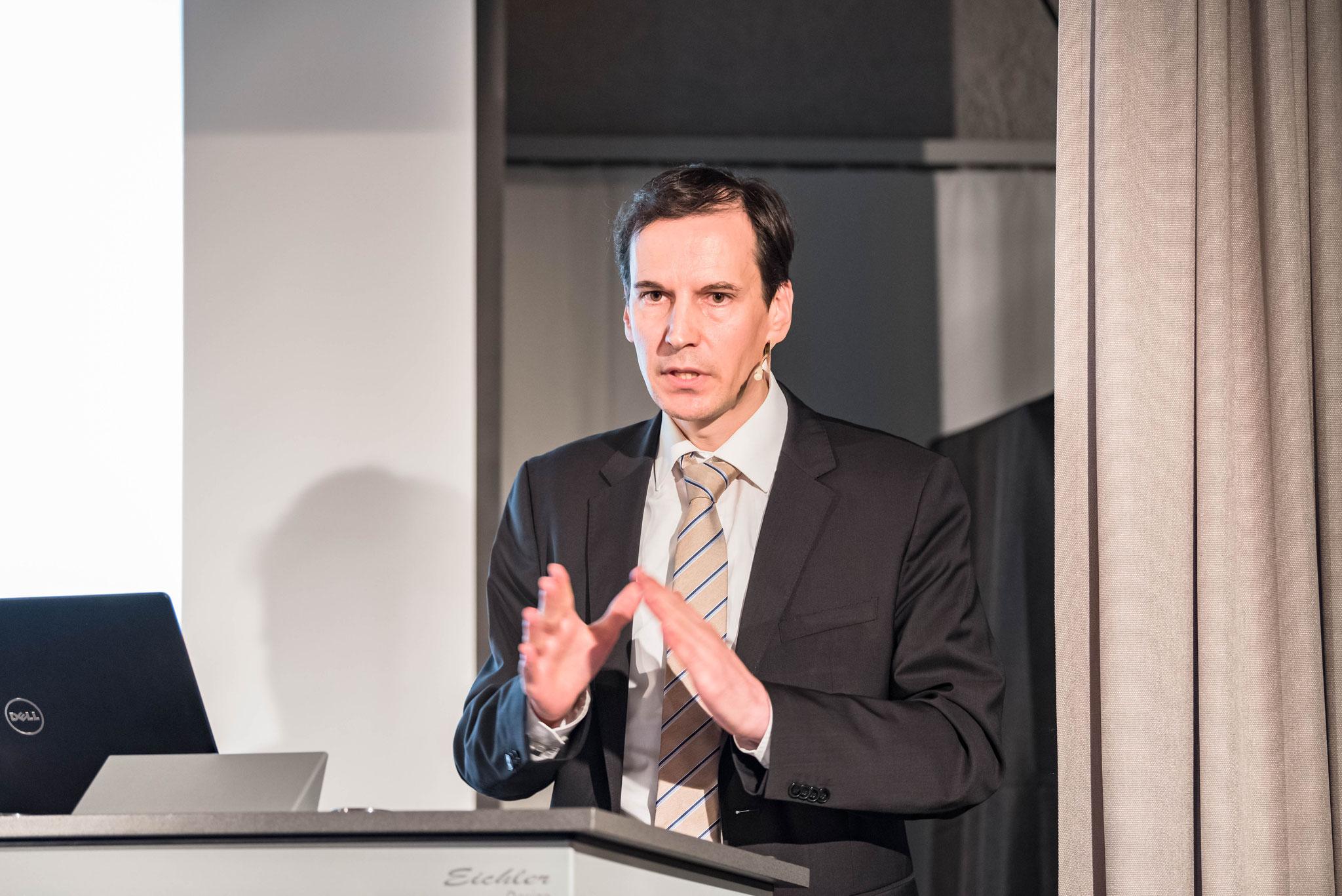 PD Dr. Lorenz Engi (privat-docent à l'Université de Saint-Gall, délégué aux questions religieuses à la Direction de la justice et de l'intérieur du canton de Zurich)