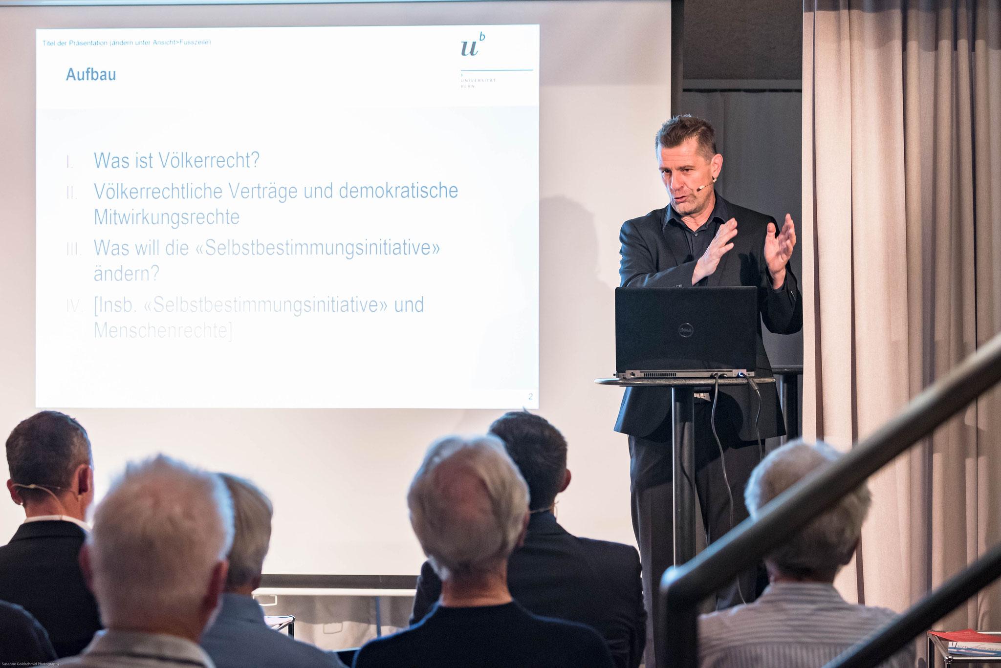 Prof. Dr. Jörg Künzli (Direktor des Schweizerischen Kompetenzzentrums für  Menschenrechte)