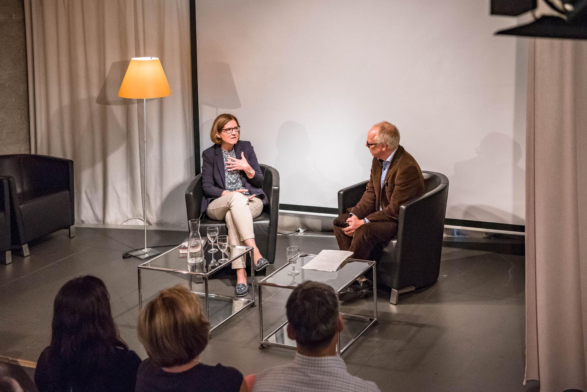 Regula Brühwiler-Giacometti und Thomas Göttin (Geschäftsleiter Polit-Forum Bern)