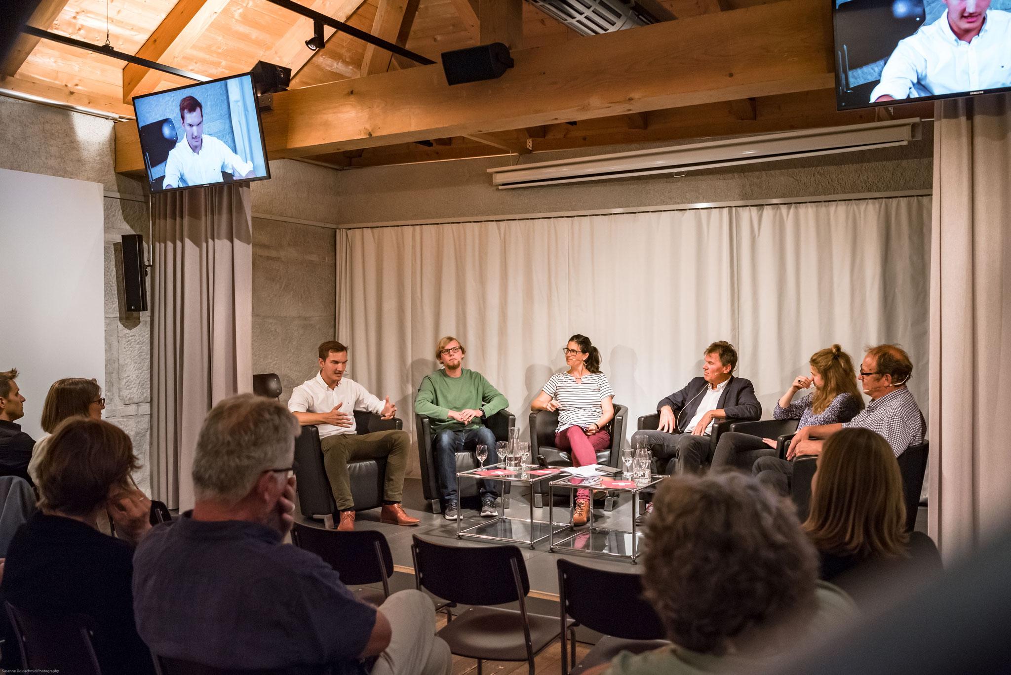 Podiumsdiskussion: Warum und wie engagieren sich Jugendliche politisch? Welche Voraussetzungen braucht es hierfür?