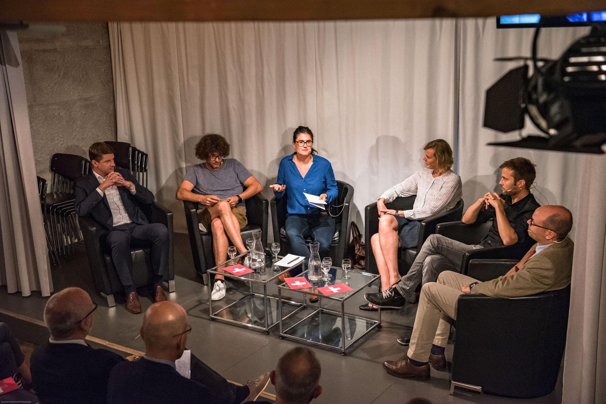 Podiumsdiskussion: Persönliches Engagement oder Spenden?