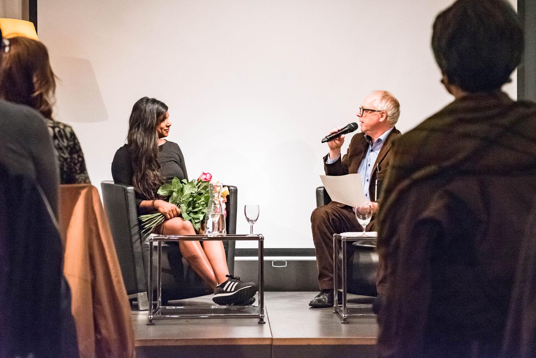 Thomas Göttin (Geschäftsleiter Polit-Forum Bern) und Carmela Harshani Odoni
