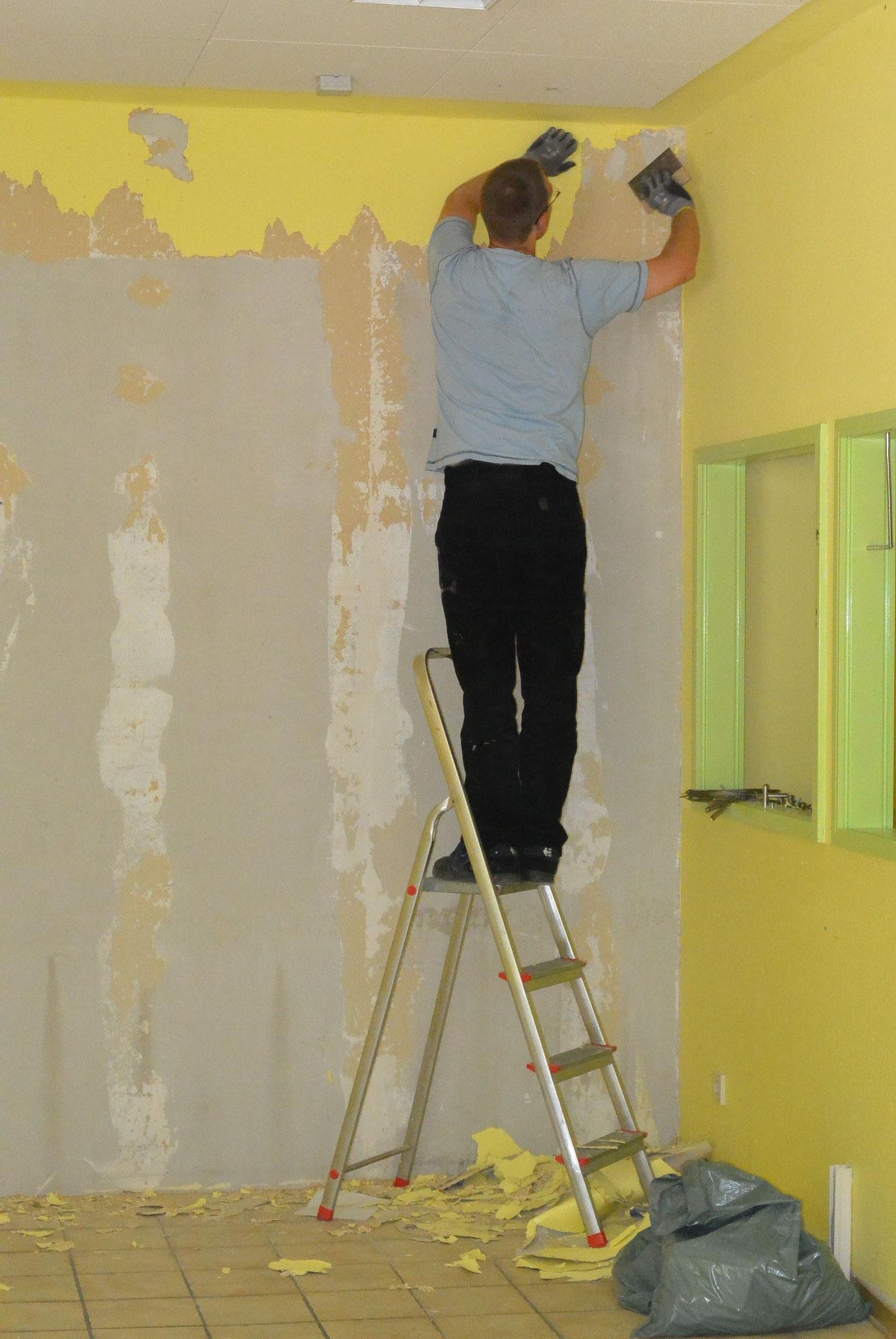 Uns war es etwas zu gelb, also erst einmal alle Tapeten runter