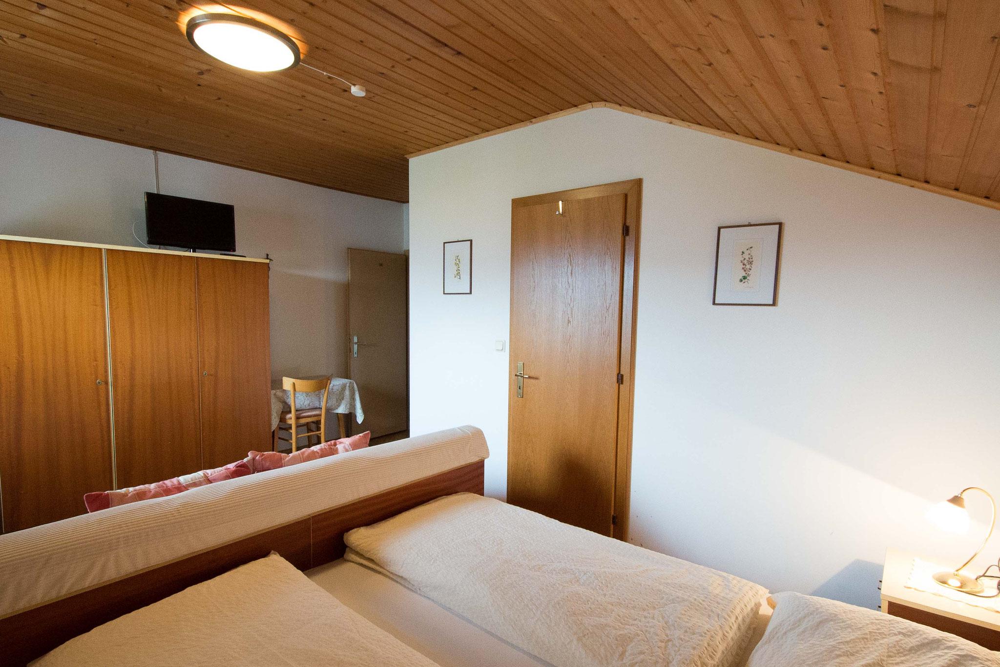 Blick vom Bett des Zimmers Nummer 5