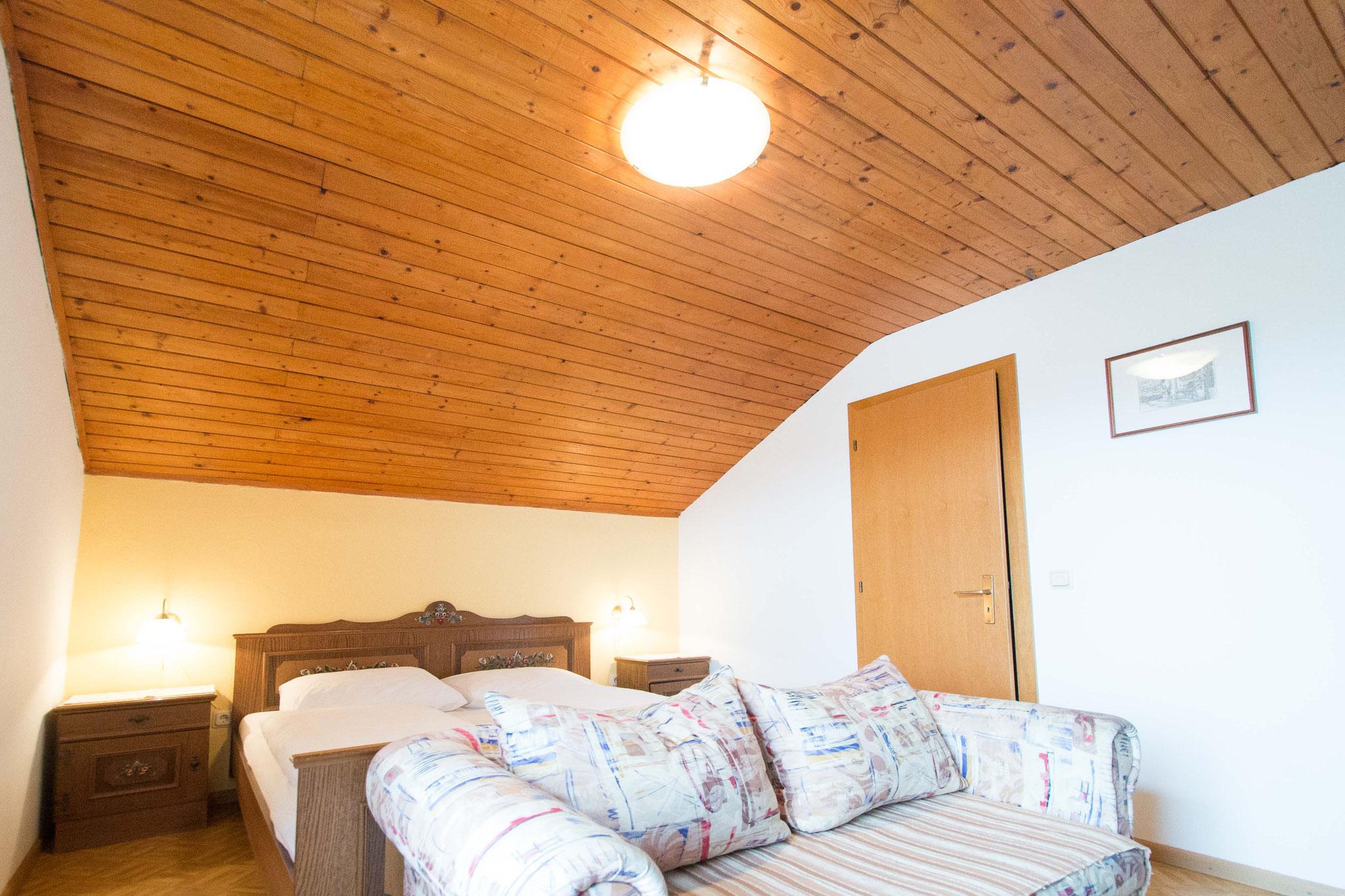 Das Schlafzimmer mit Fernsehcouch