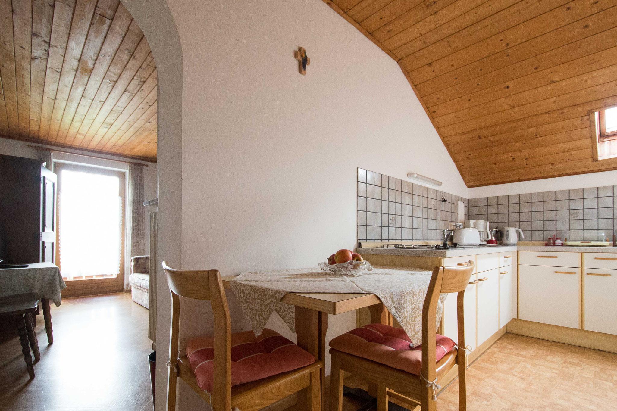 Der Esstisch in der Wohnküche
