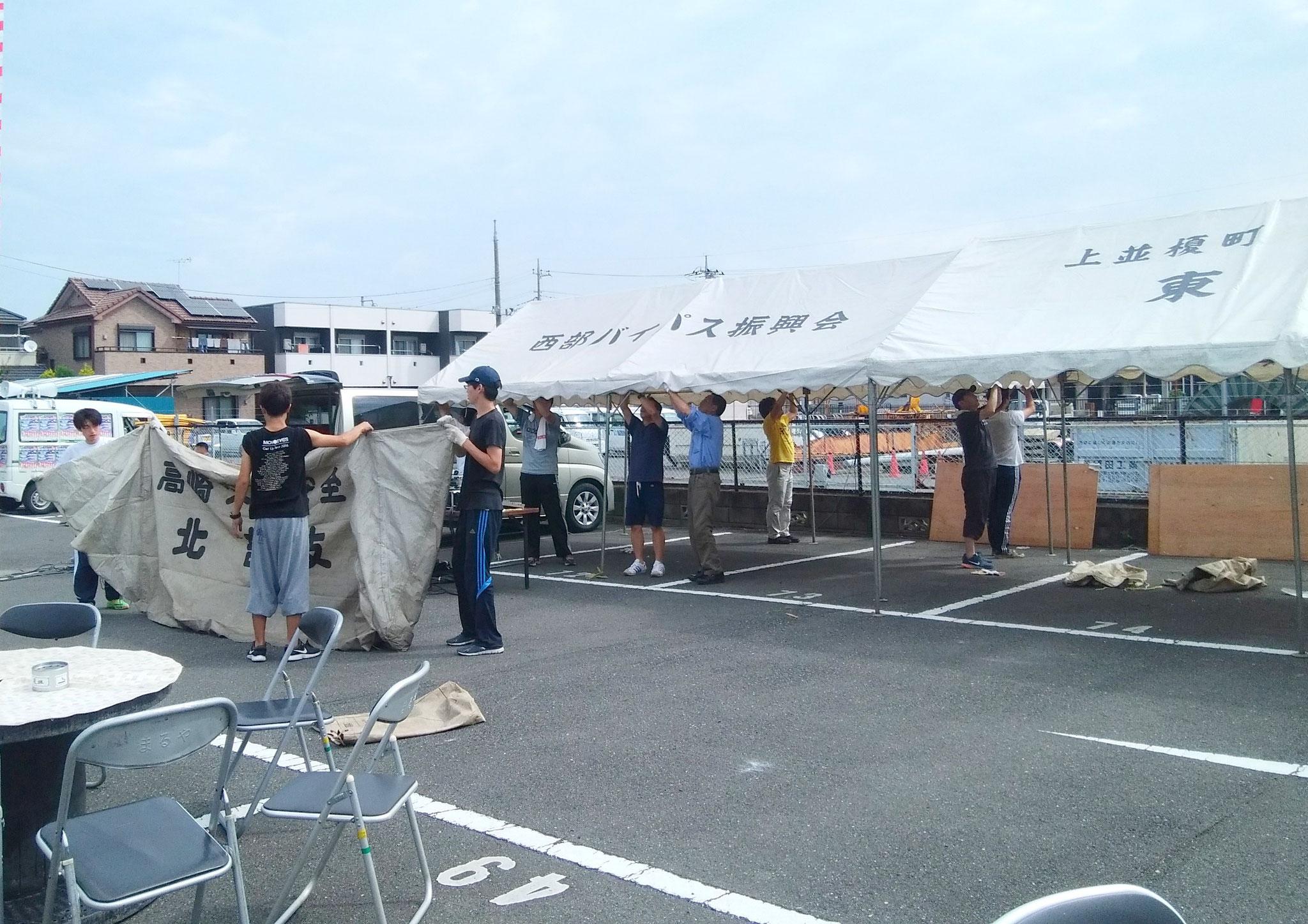 たくさんのテントを組みます