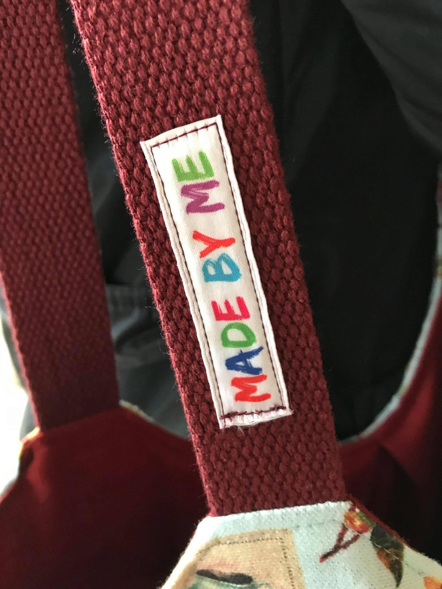Etikett auf Taschengurt aufgenäht