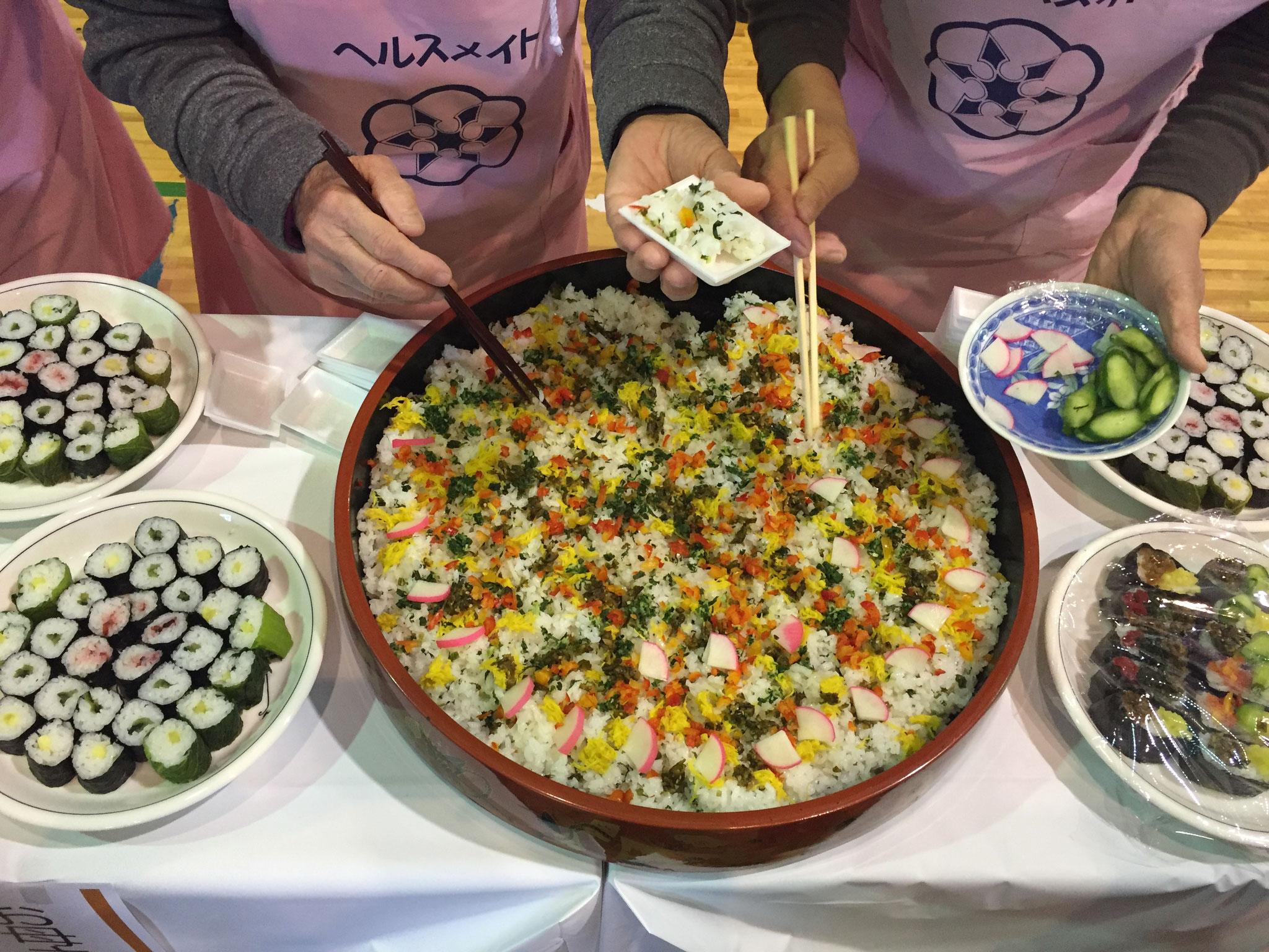 漬物だけとは思えない、彩りの良い、あざやかなちらし寿司が完成!さっぱりとした風味で、とっても美味しかったです。