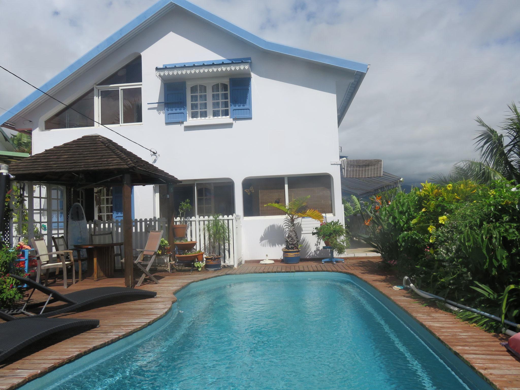 notre maison et la piscine