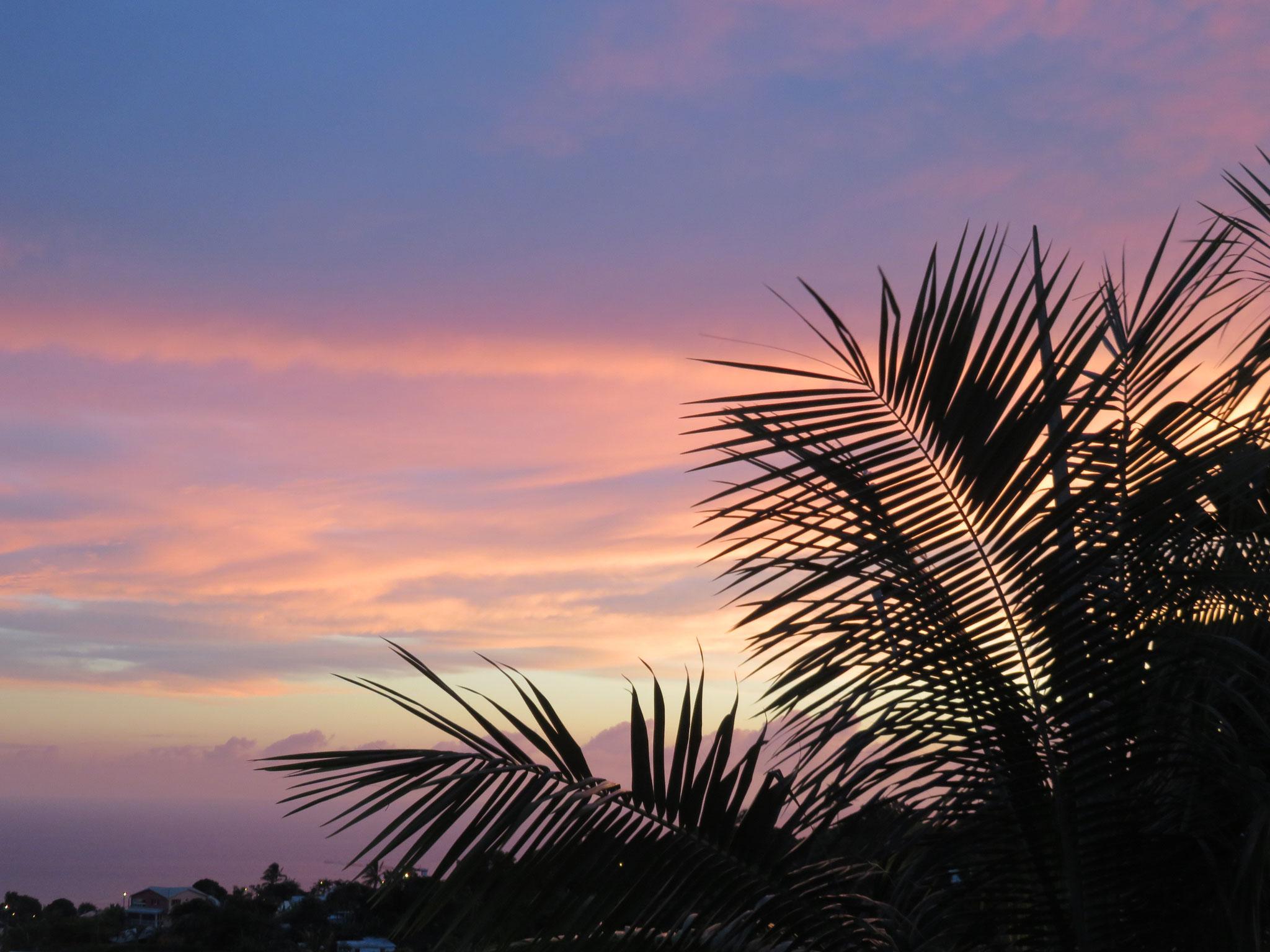 un coucher de soleil vu depuis notre terrasse