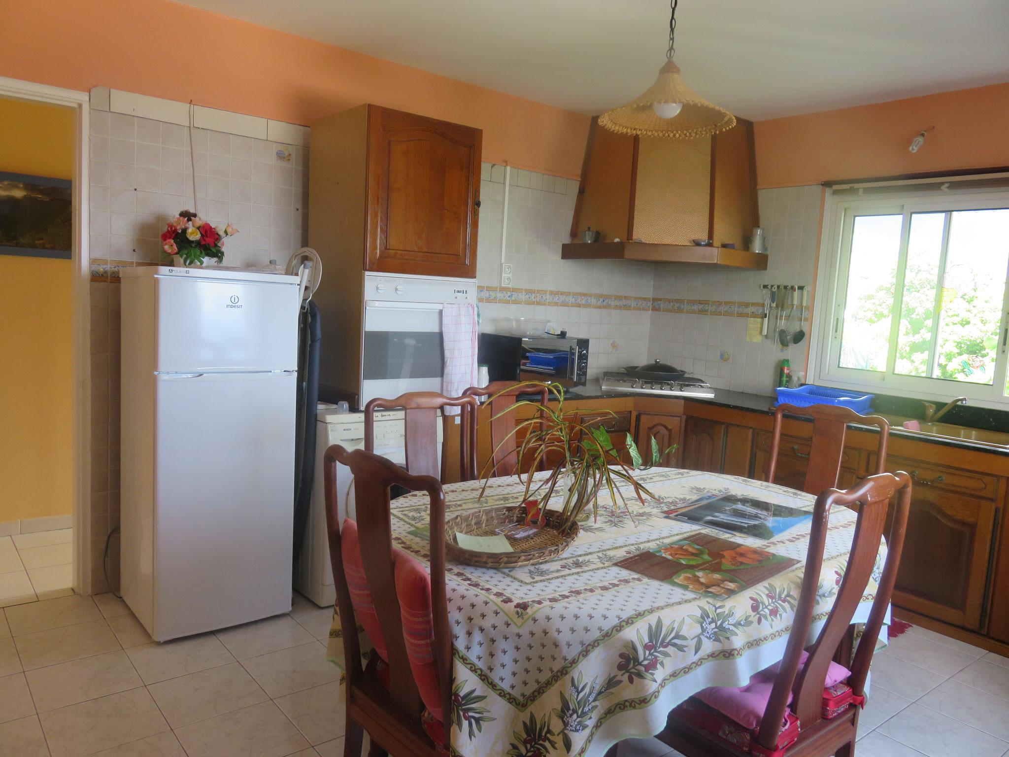 la cuisine et salle à manger en libre accès