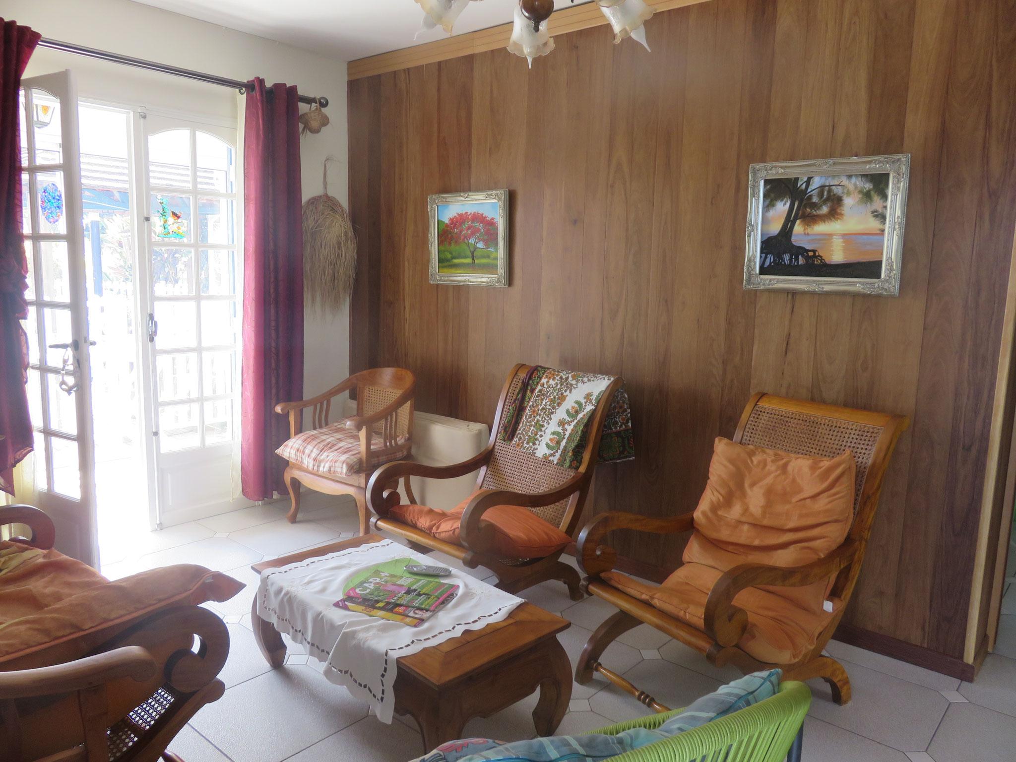 le salon intérieur traditionnel en bois de tamarin